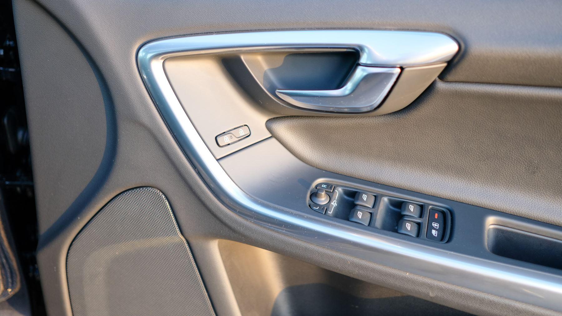 Volvo V60 D4 SE Lux Nav Auto, Winter Illumination & Family Pack, Sunroof, BLIS, VAT Reclaimable image 20