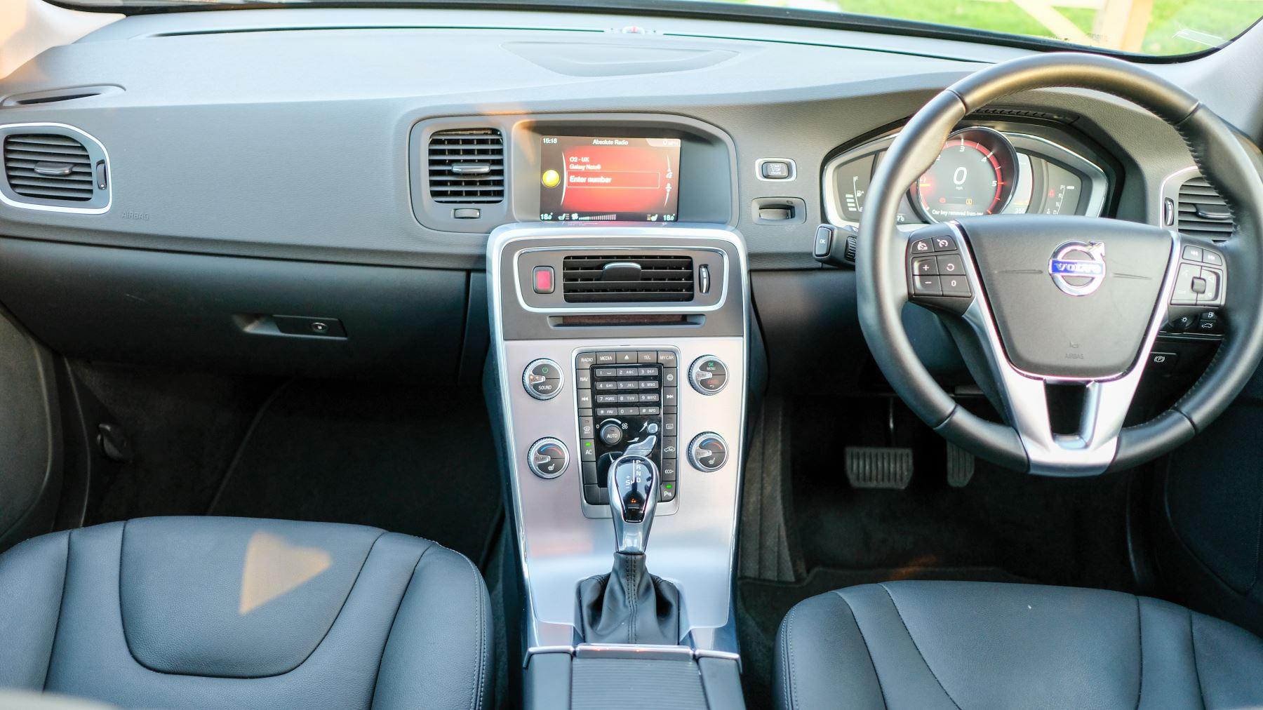 Volvo V60 D4 SE Lux Nav Auto, Winter Illumination & Family Pack, Sunroof, BLIS, VAT Reclaimable image 22