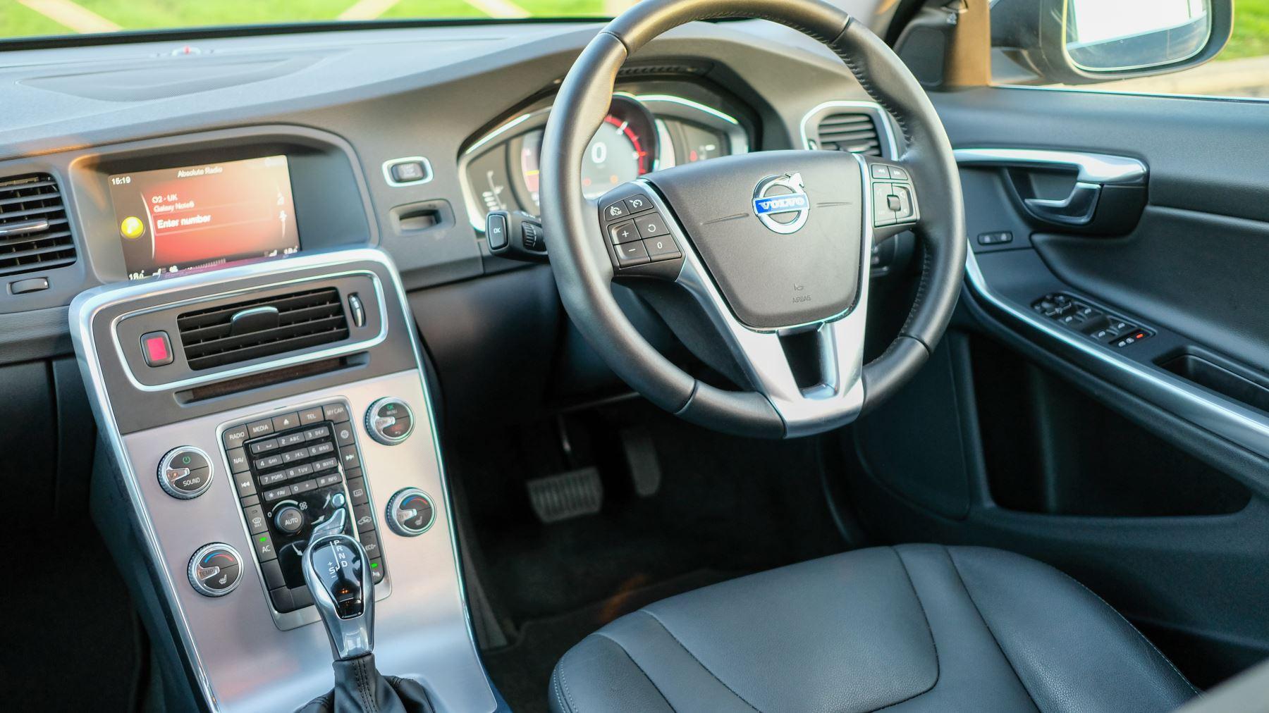 Volvo V60 D4 SE Lux Nav Auto, Winter Illumination & Family Pack, Sunroof, BLIS, VAT Reclaimable image 23