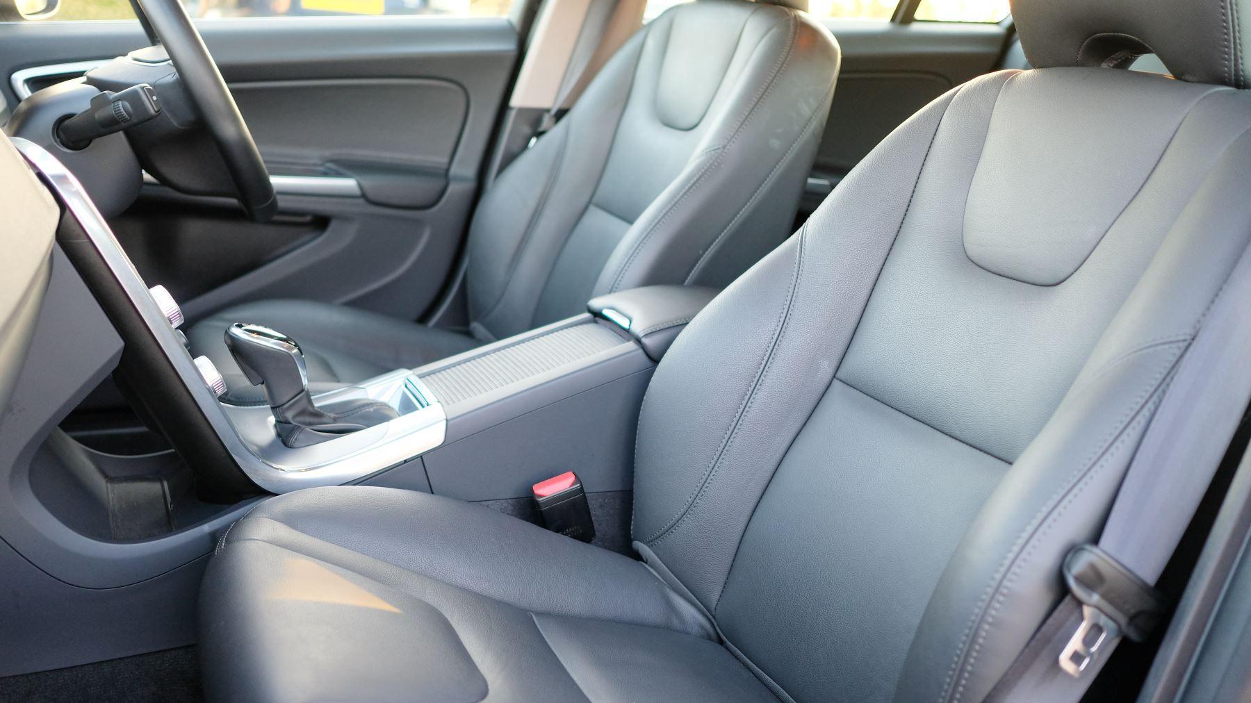Volvo V60 D4 SE Lux Nav Auto, Winter Illumination & Family Pack, Sunroof, BLIS, VAT Reclaimable image 24