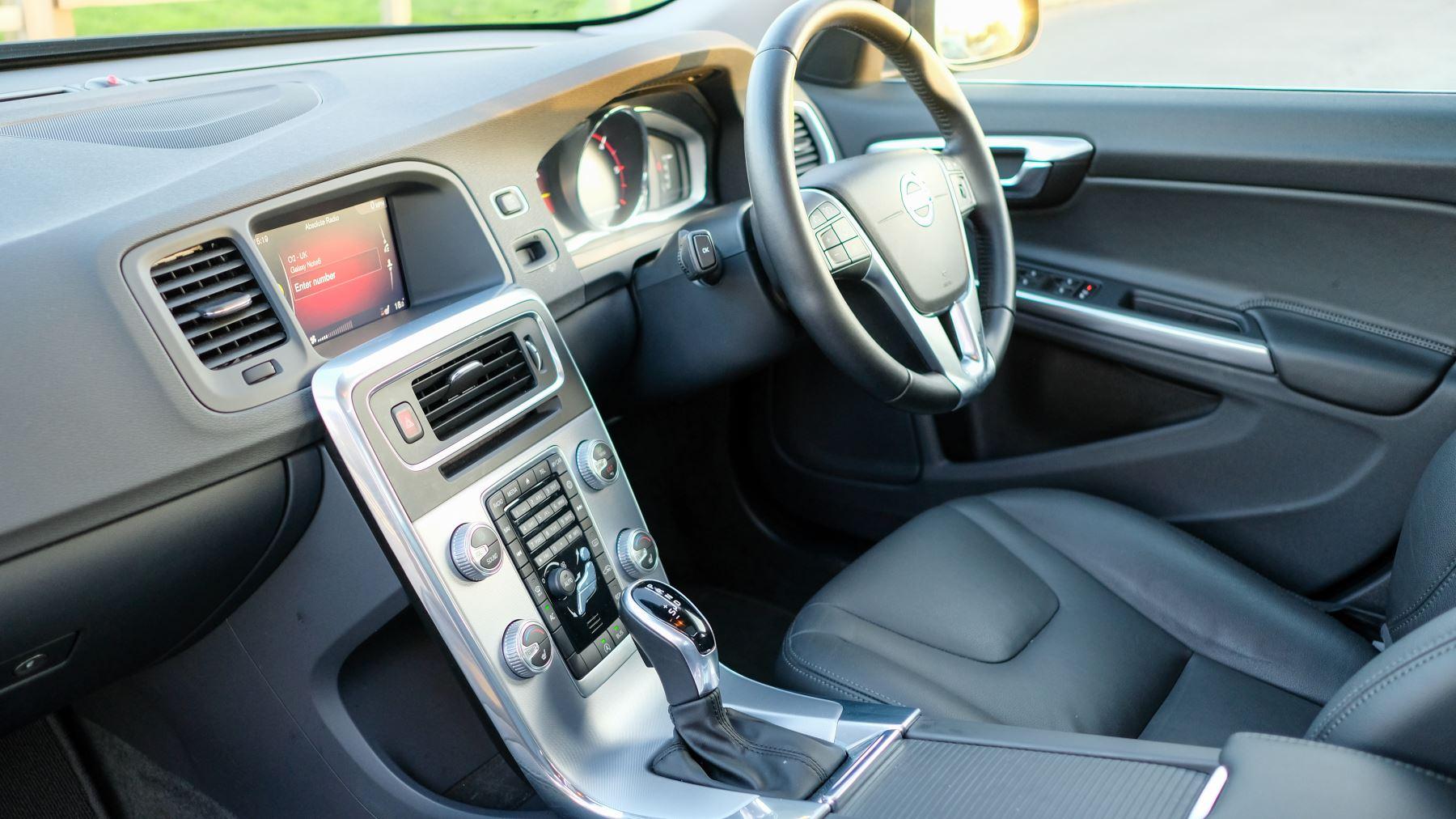 Volvo V60 D4 SE Lux Nav Auto, Winter Illumination & Family Pack, Sunroof, BLIS, VAT Reclaimable image 25
