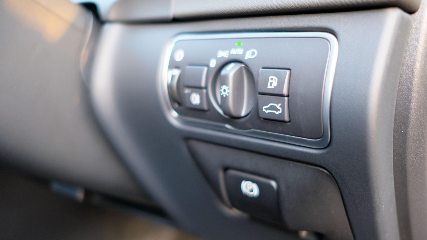 Volvo V60 D4 SE Lux Nav Auto, Winter Illumination & Family Pack, Sunroof, BLIS, VAT Reclaimable image 28