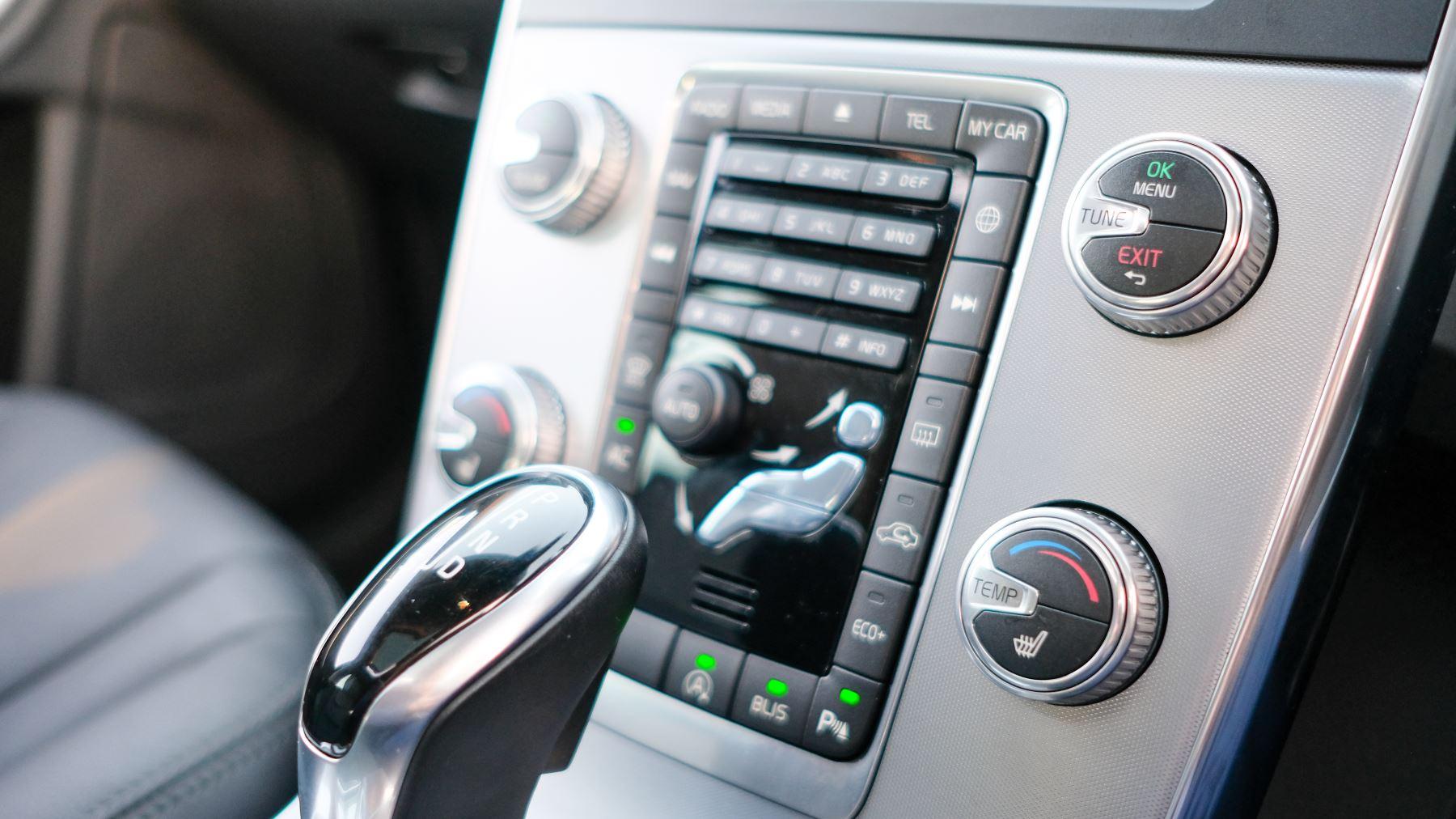 Volvo V60 D4 SE Lux Nav Auto, Winter Illumination & Family Pack, Sunroof, BLIS, VAT Reclaimable image 32