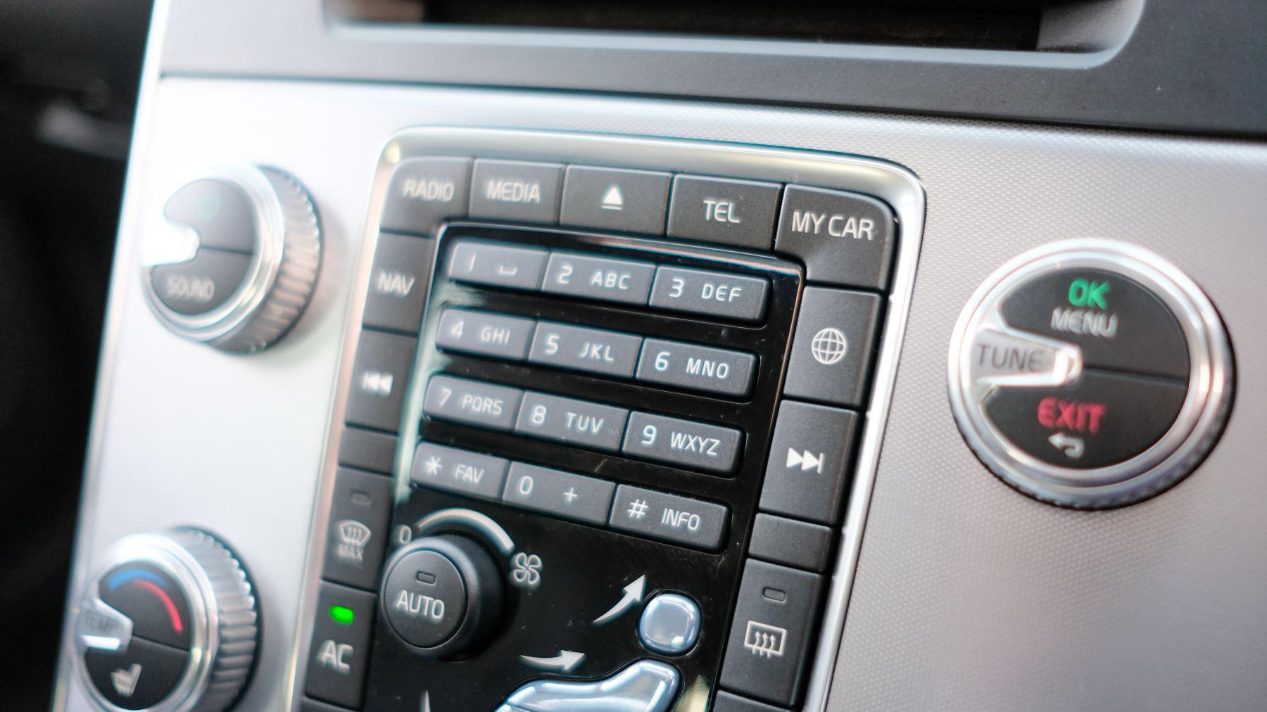 Volvo V60 D4 SE Lux Nav Auto, Winter Illumination & Family Pack, Sunroof, BLIS, VAT Reclaimable image 33