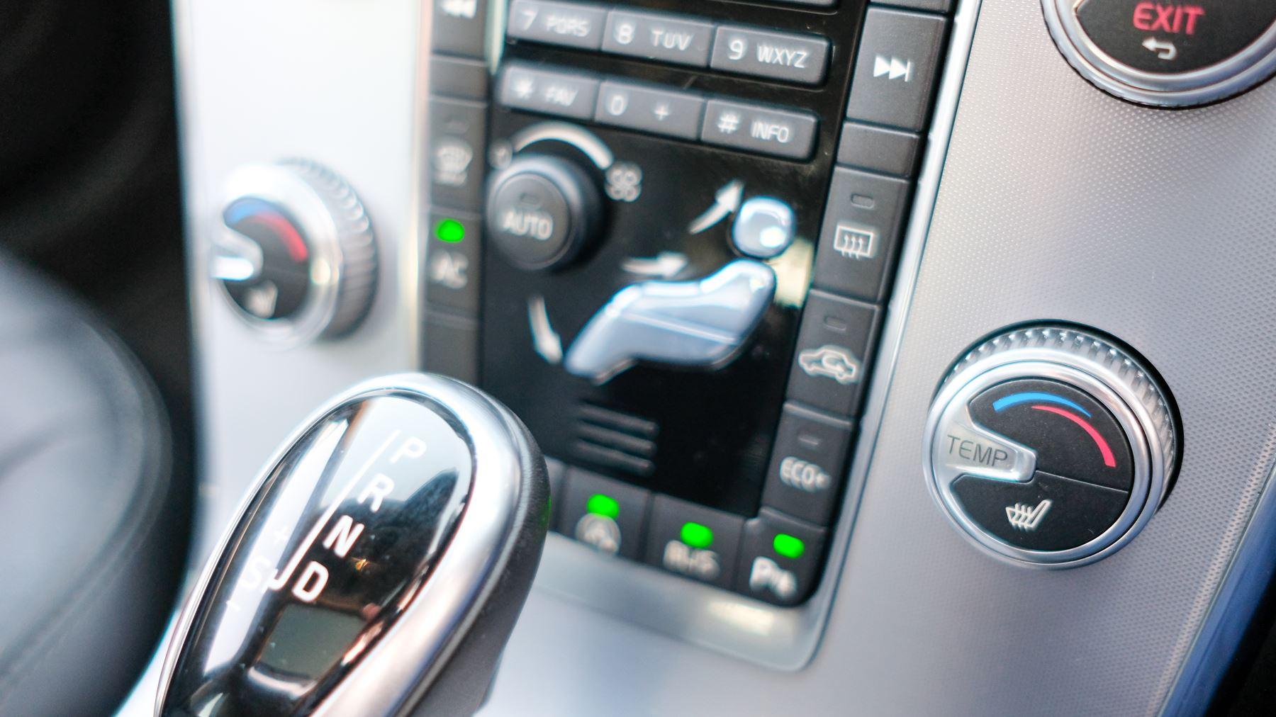 Volvo V60 D4 SE Lux Nav Auto, Winter Illumination & Family Pack, Sunroof, BLIS, VAT Reclaimable image 34