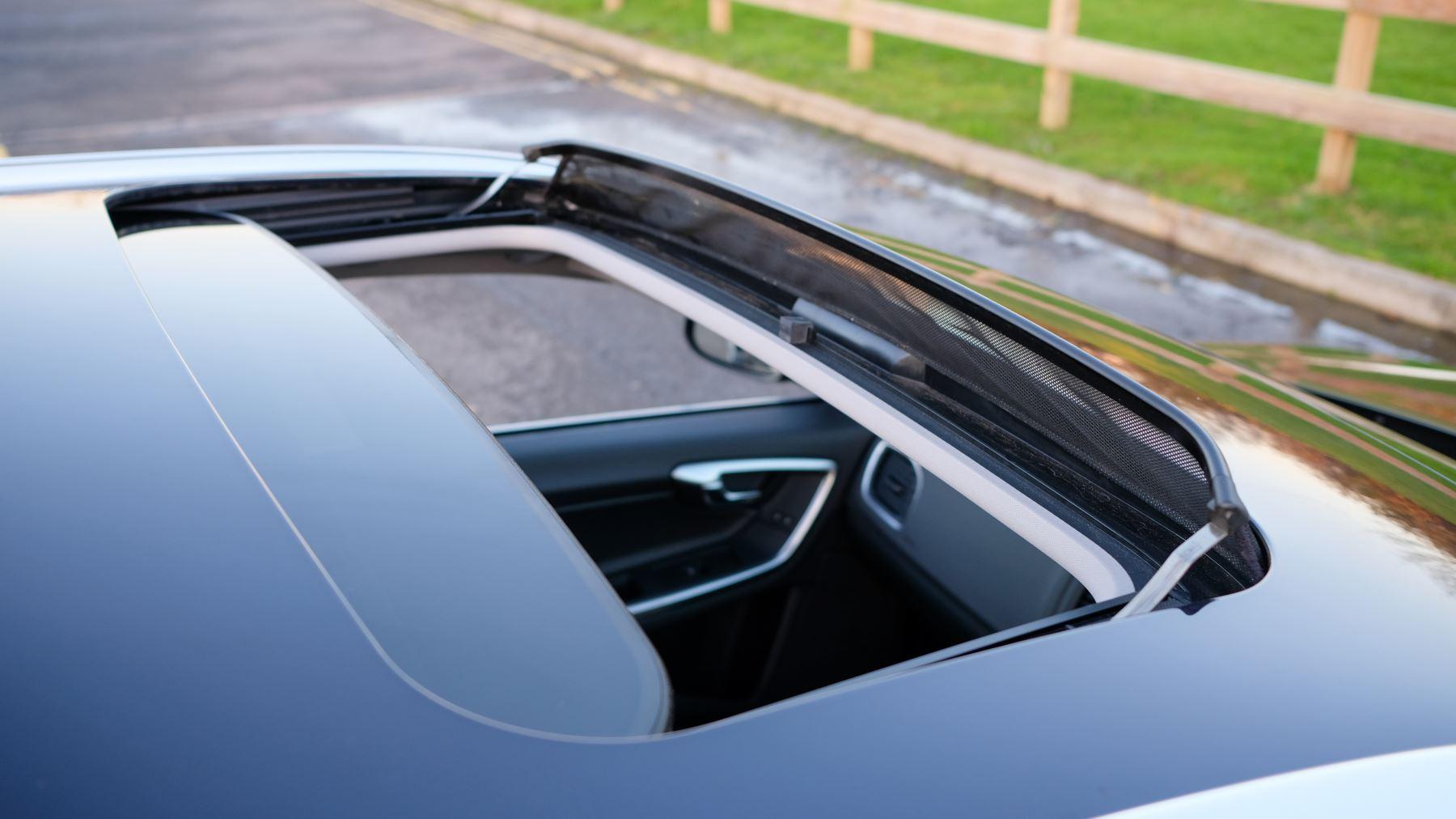 Volvo V60 D4 SE Lux Nav Auto, Winter Illumination & Family Pack, Sunroof, BLIS, VAT Reclaimable image 43