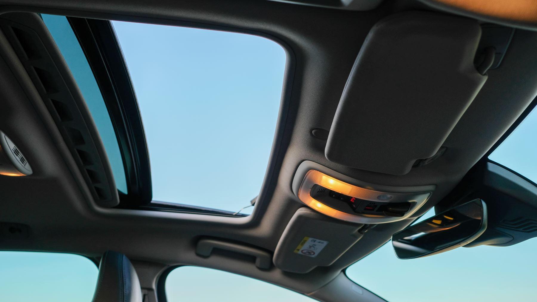 Volvo V60 D4 SE Lux Nav Auto, Winter Illumination & Family Pack, Sunroof, BLIS, VAT Reclaimable image 44