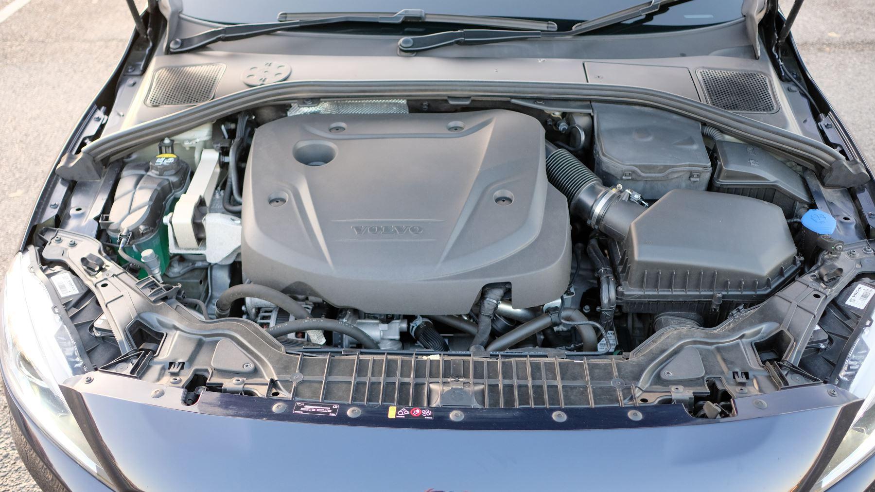 Volvo V60 D4 SE Lux Nav Auto, Winter Illumination & Family Pack, Sunroof, BLIS, VAT Reclaimable image 45