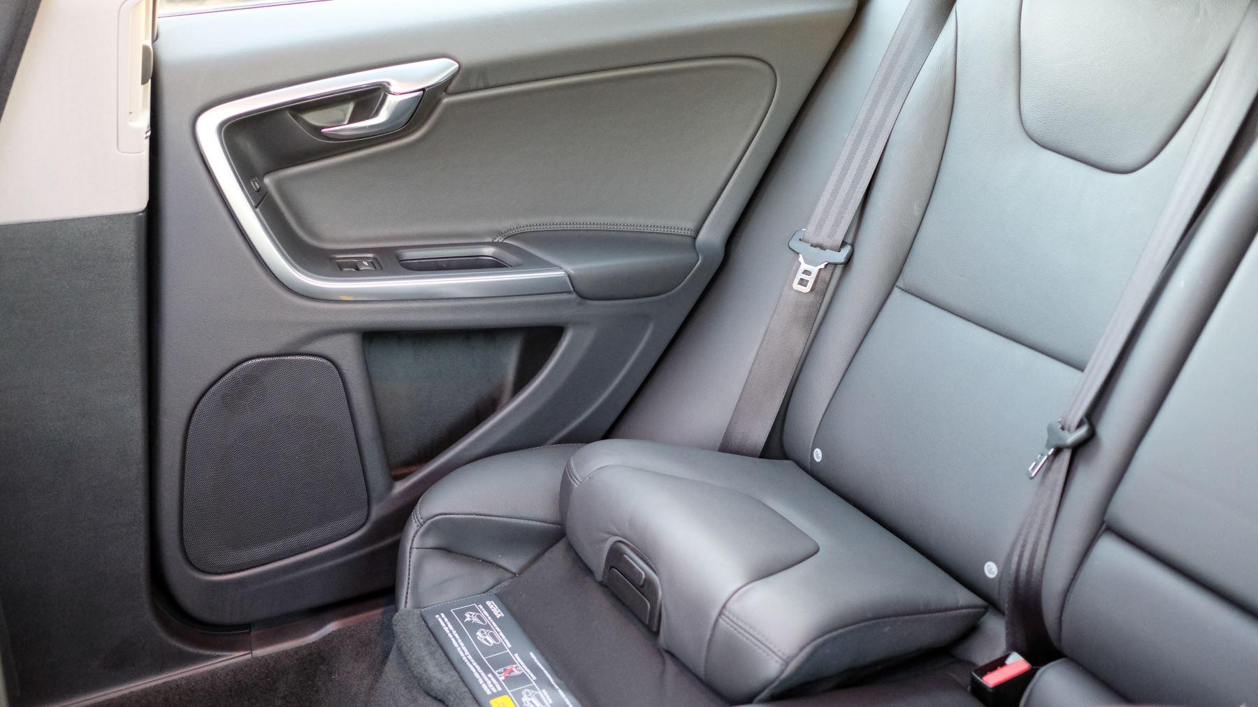 Volvo V60 D4 SE Lux Nav Auto, Winter Illumination & Family Pack, Sunroof, BLIS, VAT Reclaimable image 47