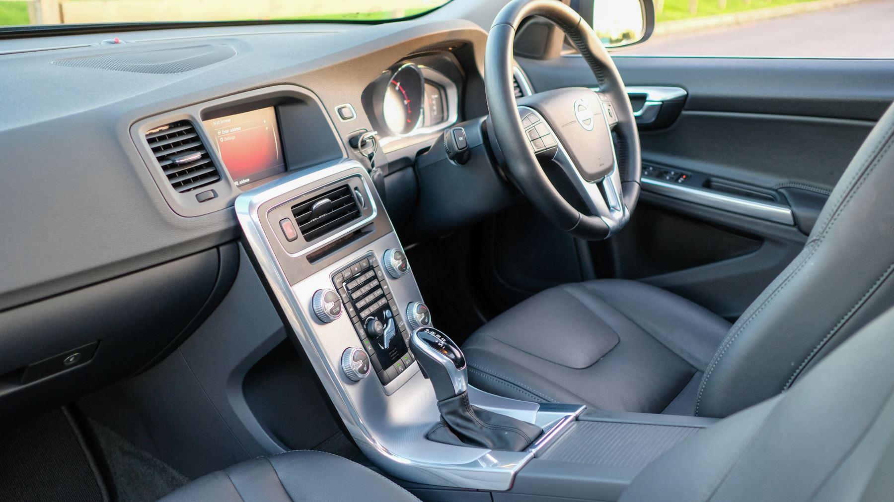 Volvo V60 D4 SE Lux Nav Auto, Winter Illumination & Family Pack, Sunroof, BLIS, VAT Reclaimable image 49