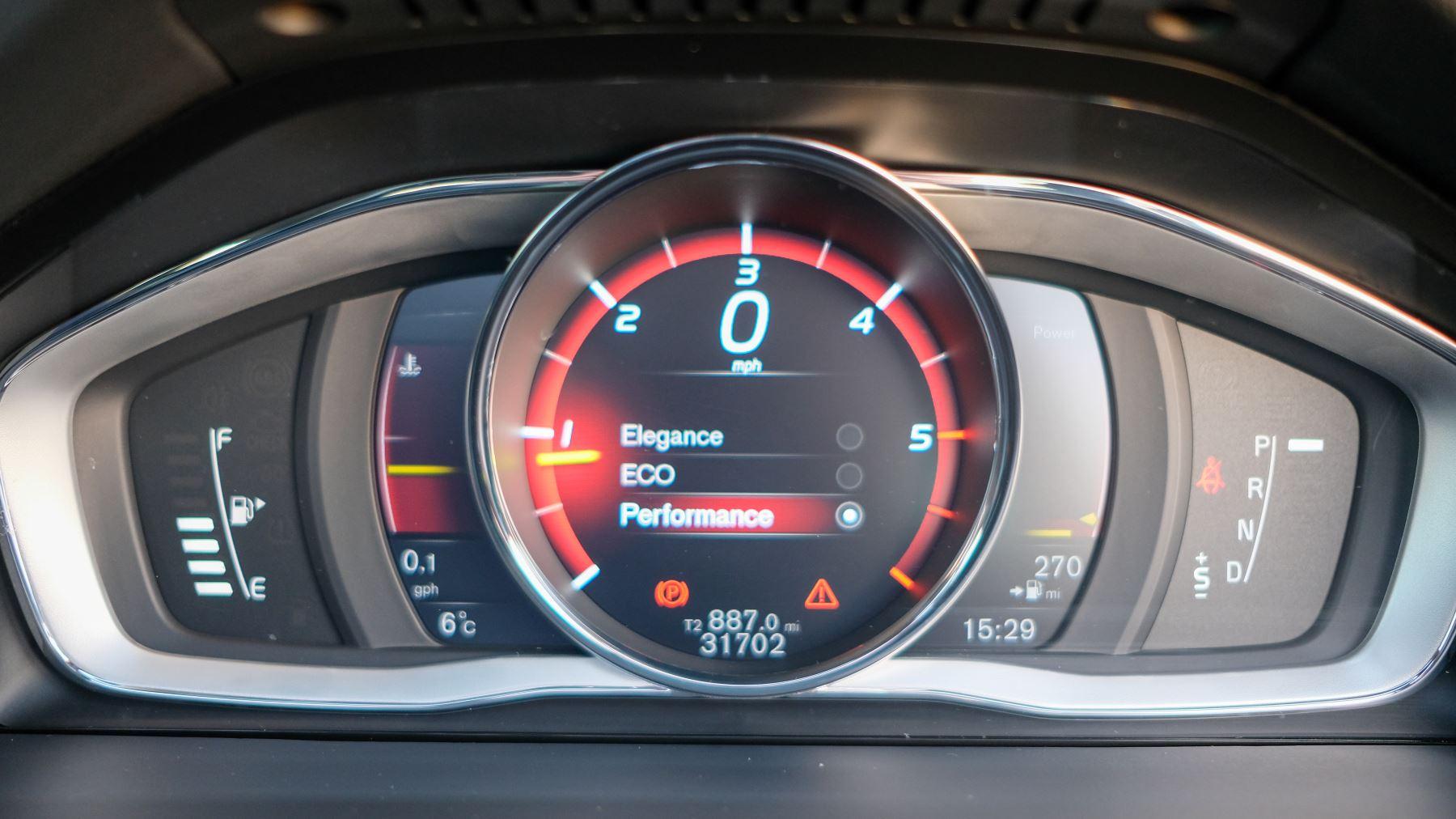 Volvo V60 D4 SE Lux Nav Auto, Winter Illumination & Family Pack, Sunroof, BLIS, VAT Reclaimable image 50