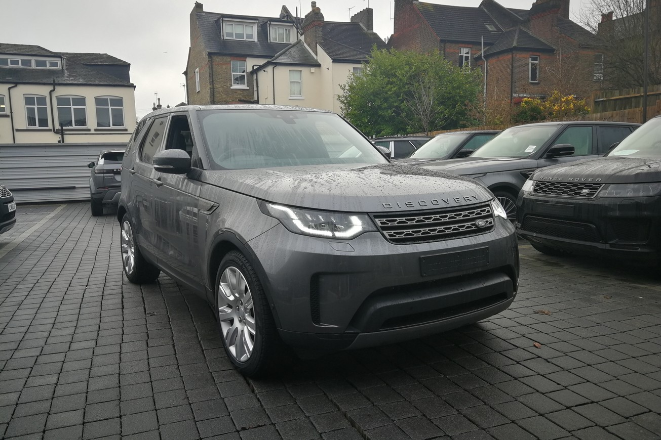 Land Rover Discovery 3.0 SDV6 SE - Unregistered vehicle - 7 Seater -  Diesel Automatic 5 door 4x4 (19MY) image