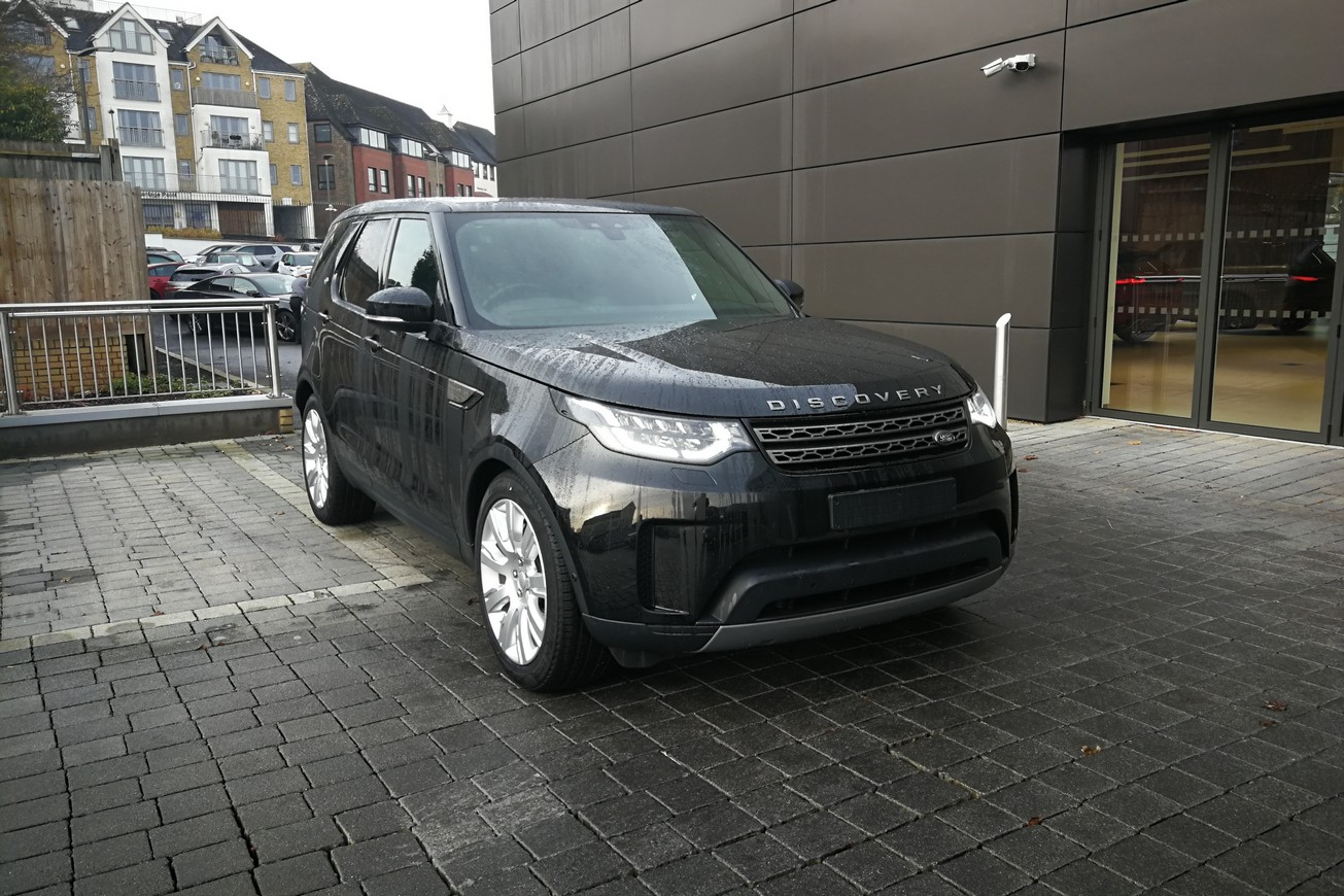 Land Rover Discovery 3.0 SDV6 SE - Unregistered vehicle - 7 Seater -  Diesel Automatic 5 door 4x4 (18MY) image