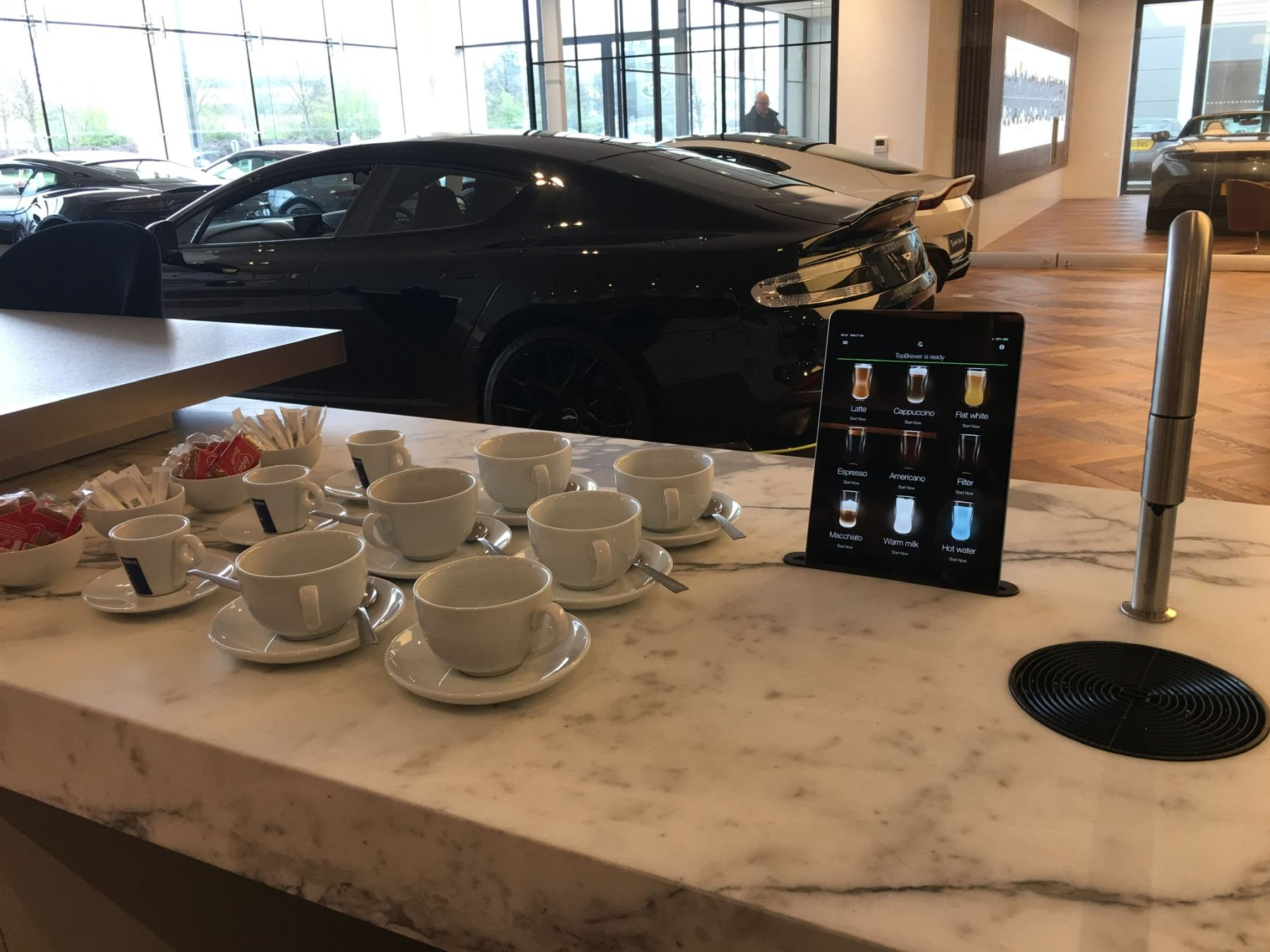 Aston Martin DB9 V12 2dr Volante Touchtronic image 3