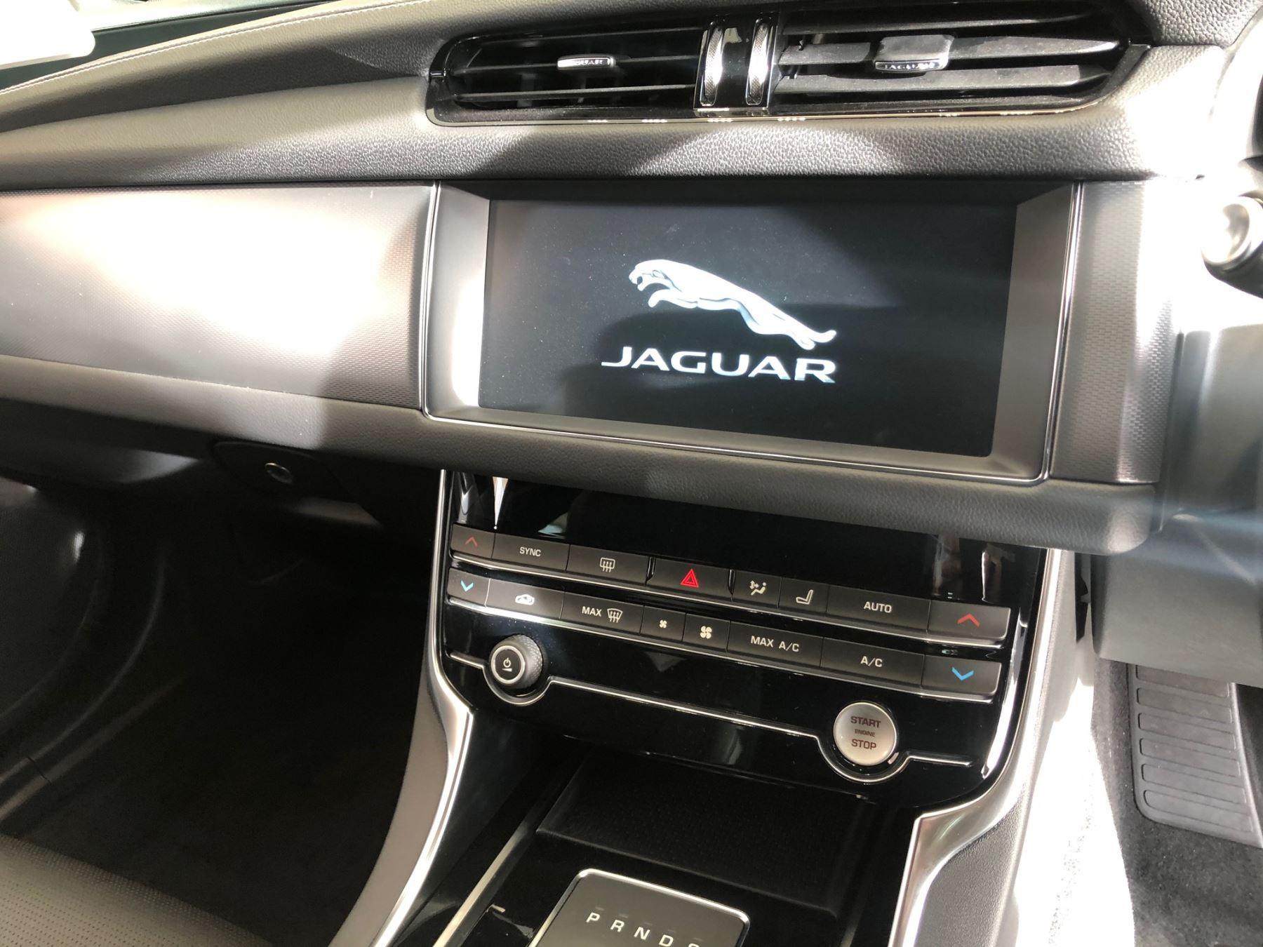 Jaguar XF SPORTBRAKE 2.0d 180 R-Sport image 16