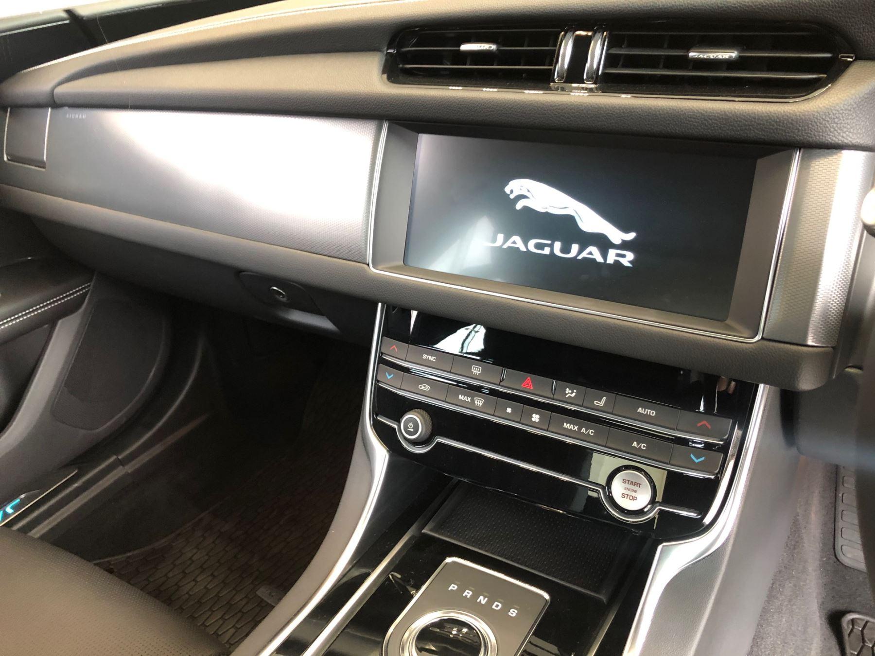 Jaguar XF 2.0d 180 R-Sport image 18