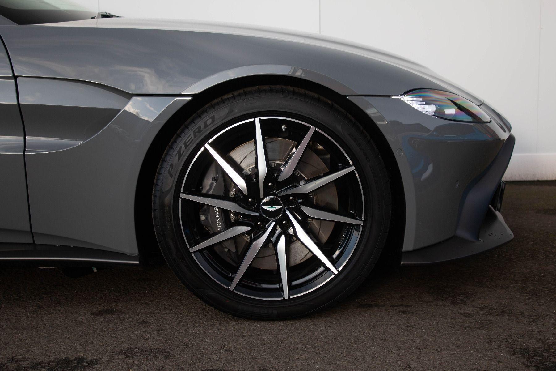 Aston Martin V8 Vantage Coupe 2dr ZF 8 Speed image 4