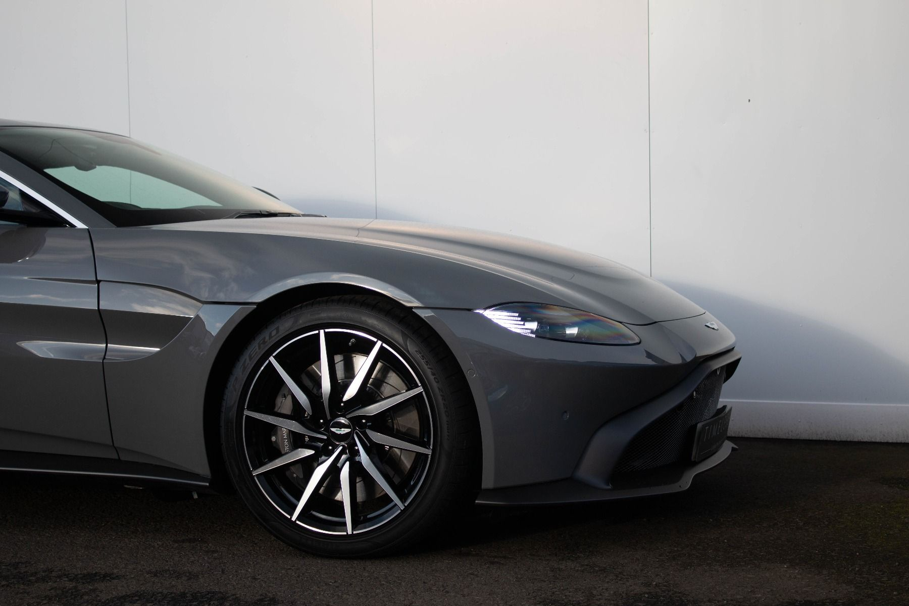 Aston Martin V8 Vantage Coupe 2dr ZF 8 Speed image 5