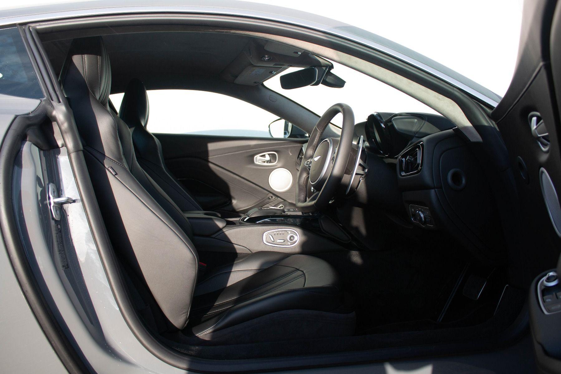 Aston Martin V8 Vantage Coupe 2dr ZF 8 Speed image 6