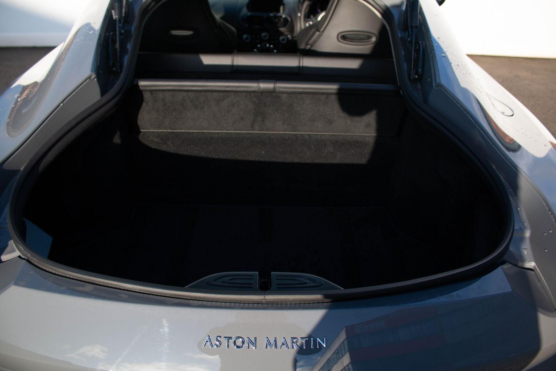 Aston Martin V8 Vantage Coupe 2dr ZF 8 Speed image 10