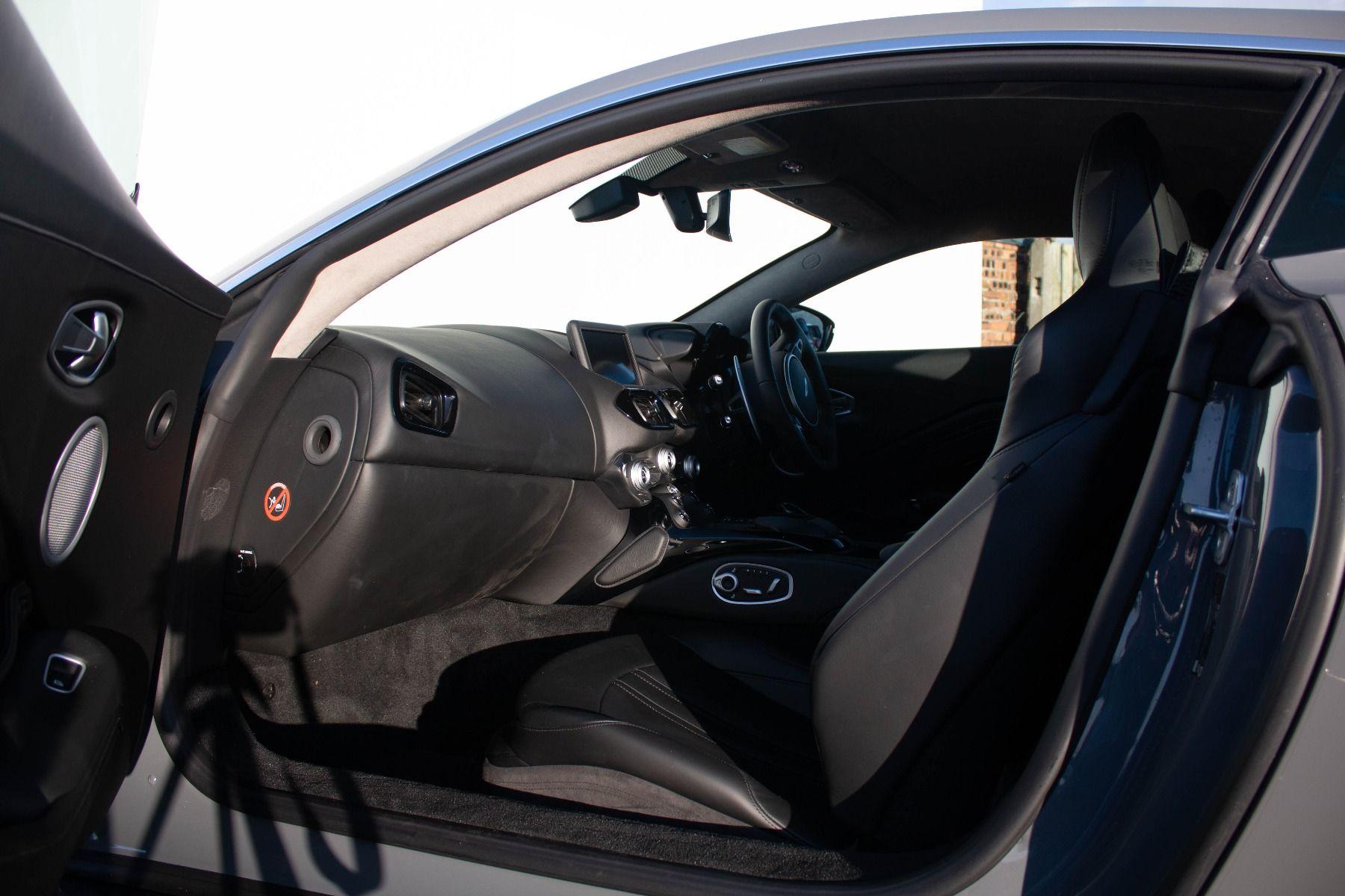 Aston Martin V8 Vantage Coupe 2dr ZF 8 Speed image 13