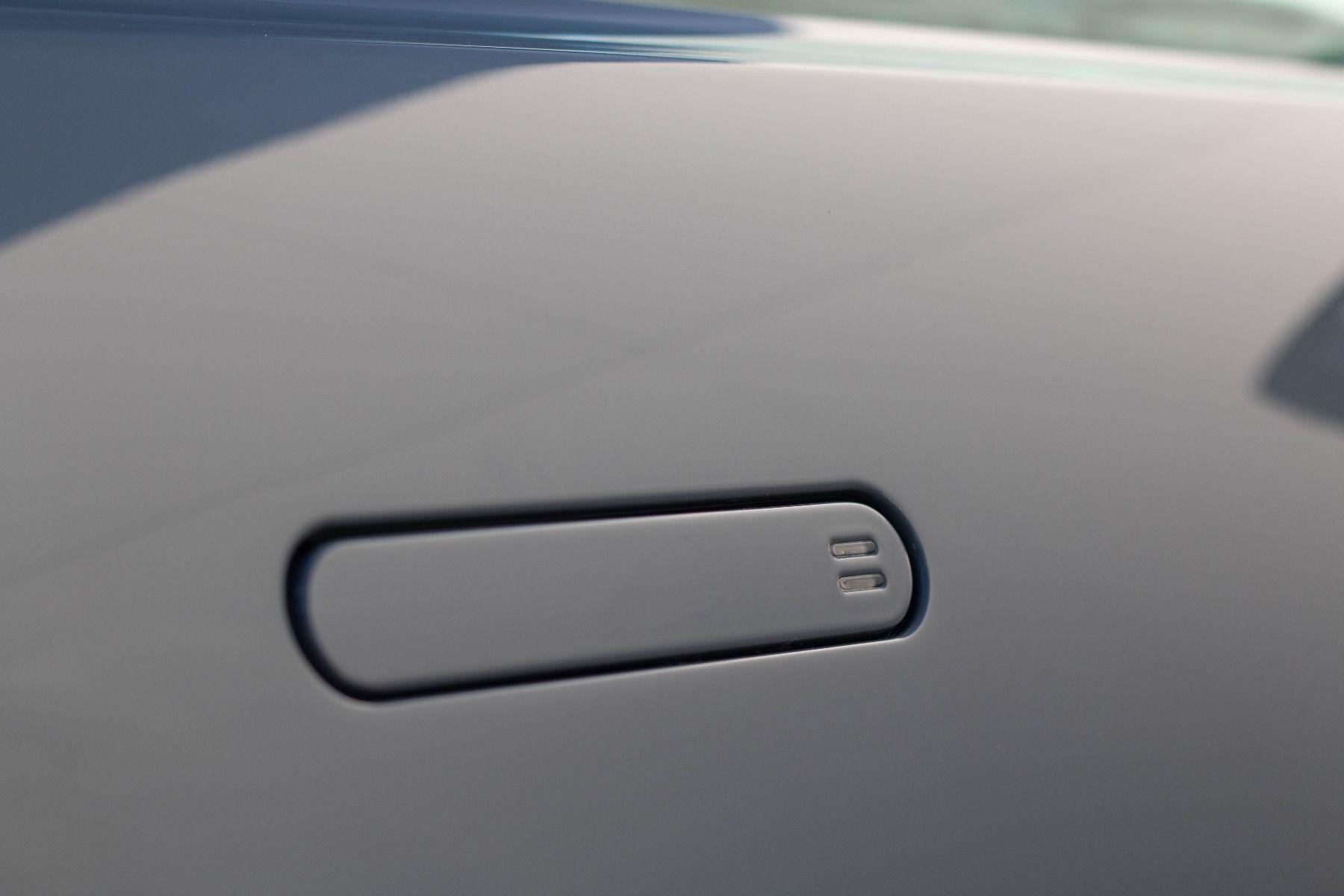 Aston Martin V8 Vantage Coupe 2dr ZF 8 Speed image 16