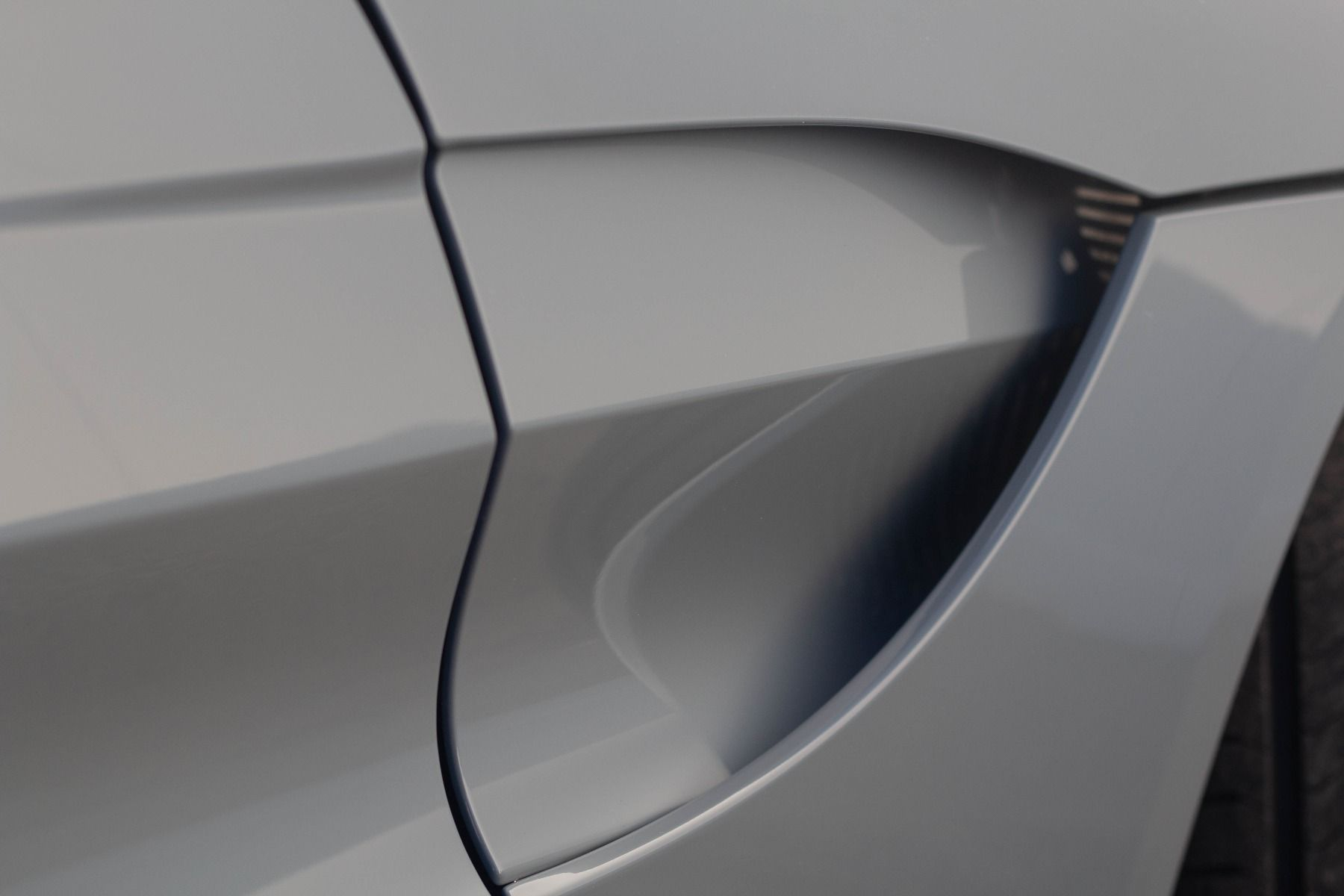 Aston Martin V8 Vantage Coupe 2dr ZF 8 Speed image 17