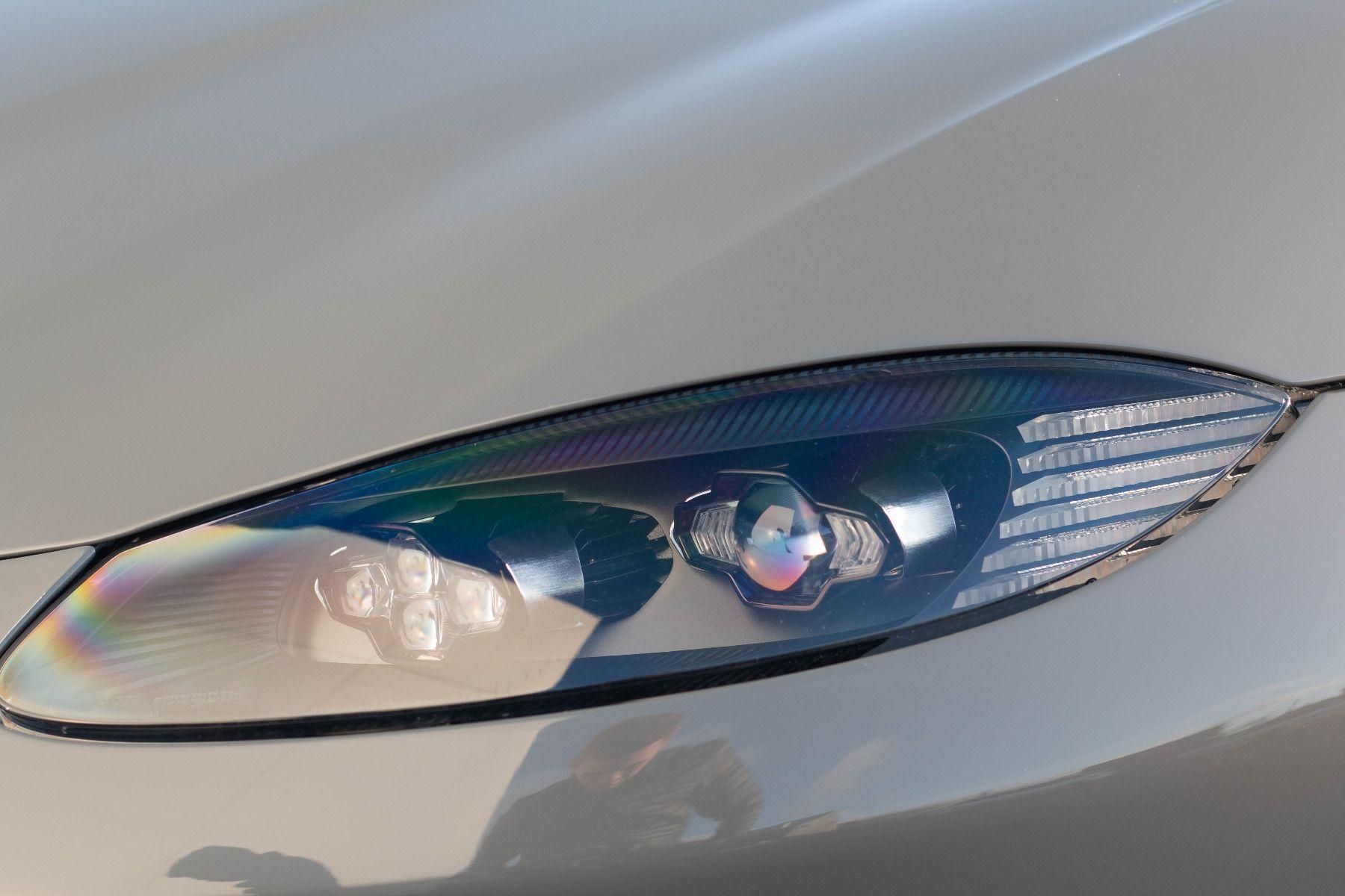 Aston Martin V8 Vantage Coupe 2dr ZF 8 Speed image 19