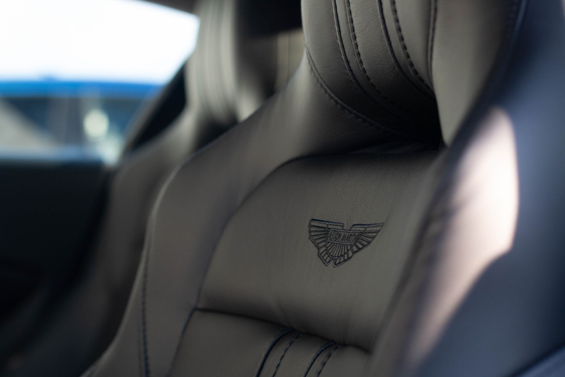 Aston Martin V8 Vantage Coupe 2dr ZF 8 Speed image 21