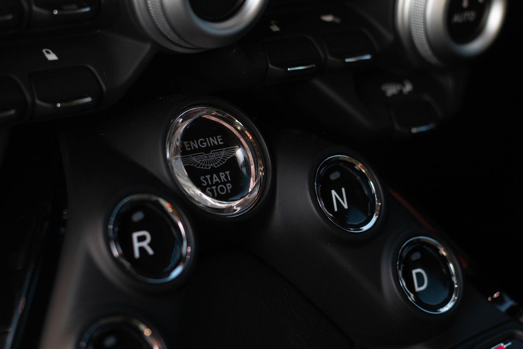 Aston Martin V8 Vantage Coupe 2dr ZF 8 Speed image 22
