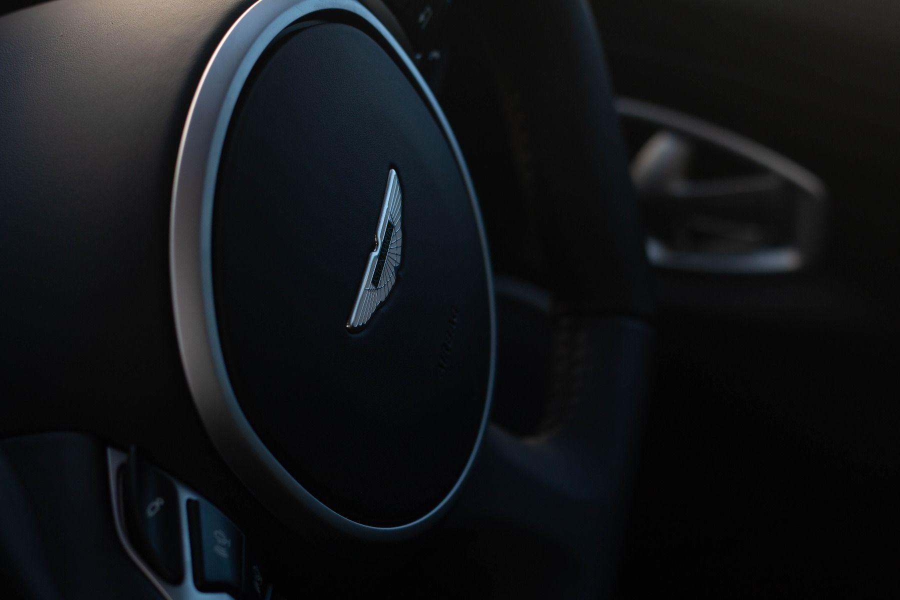 Aston Martin V8 Vantage Coupe 2dr ZF 8 Speed image 25