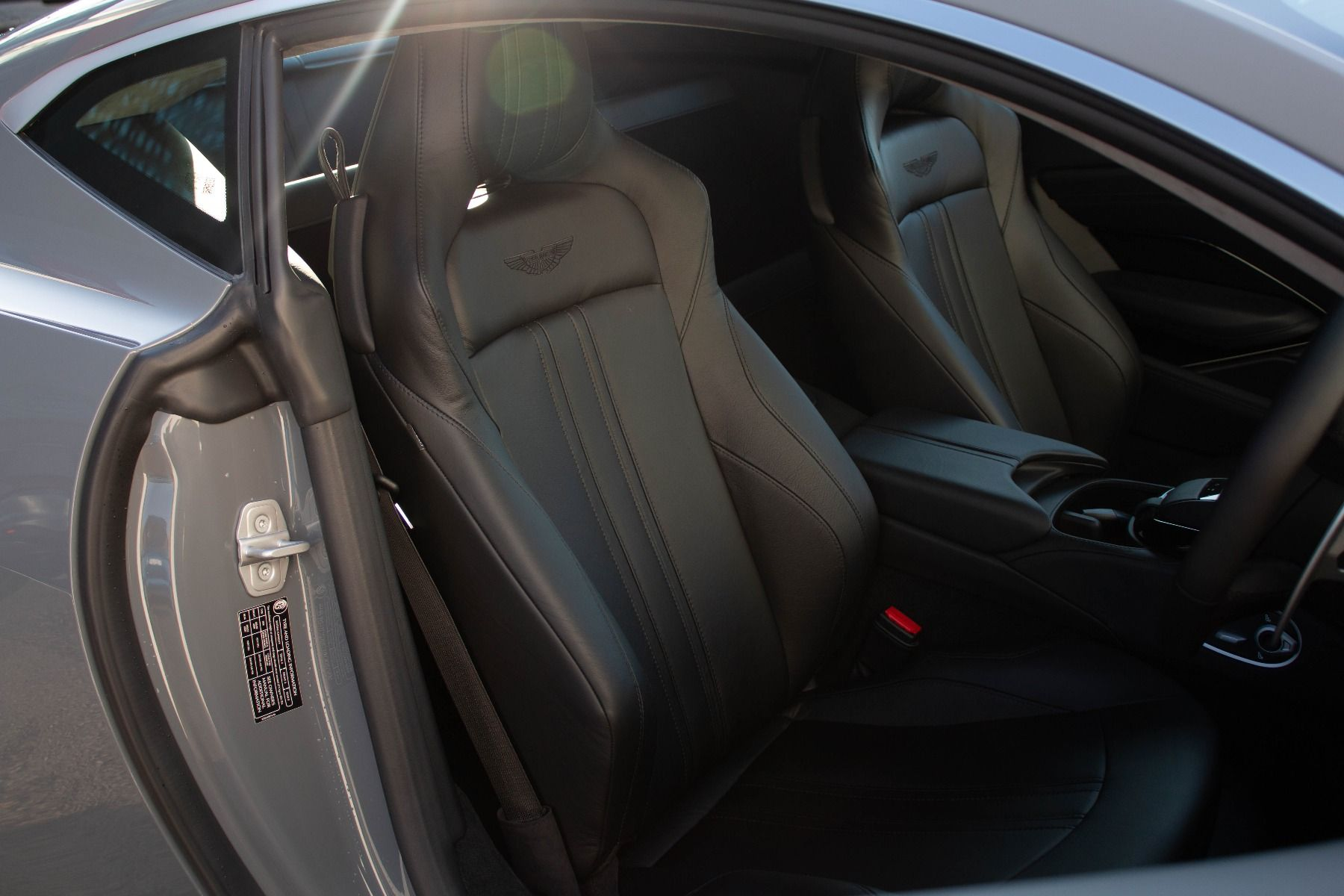 Aston Martin V8 Vantage Coupe 2dr ZF 8 Speed image 29