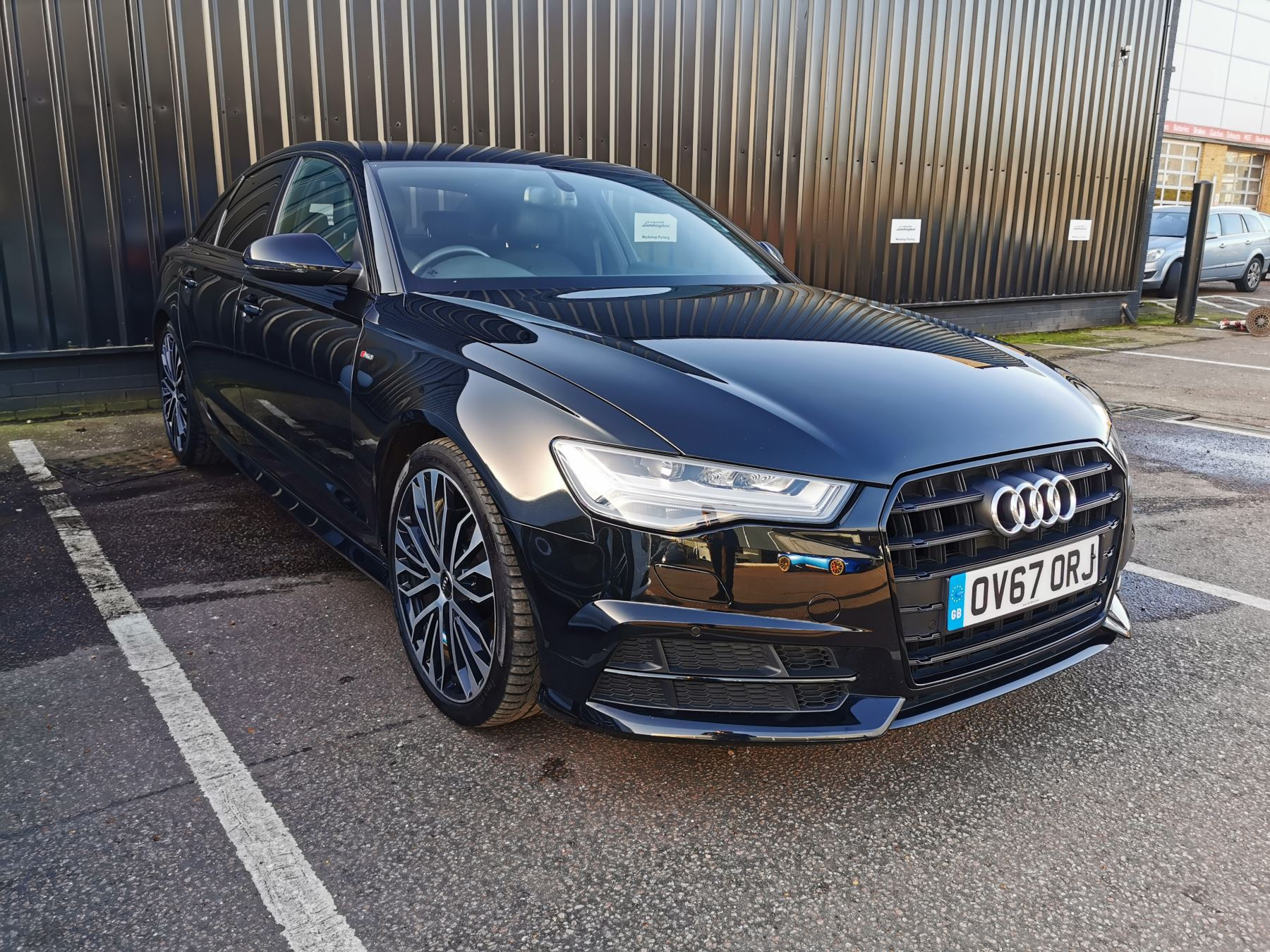 Audi A6 2.0 TDI Ultra Black Edition S Tronic Diesel Automatic 4 door Saloon (2017)