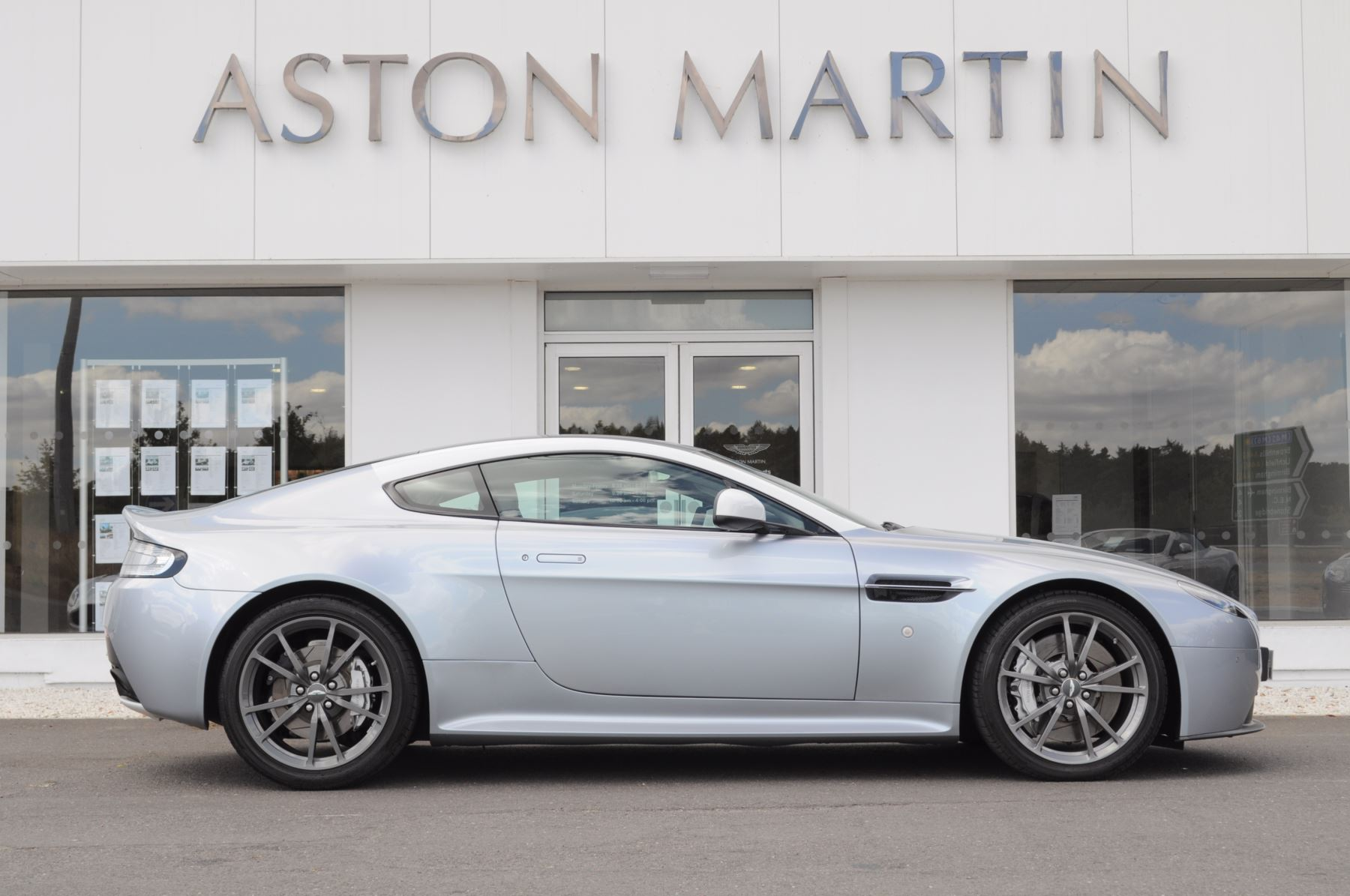 Aston Martin Vantage N430 2dr image 4