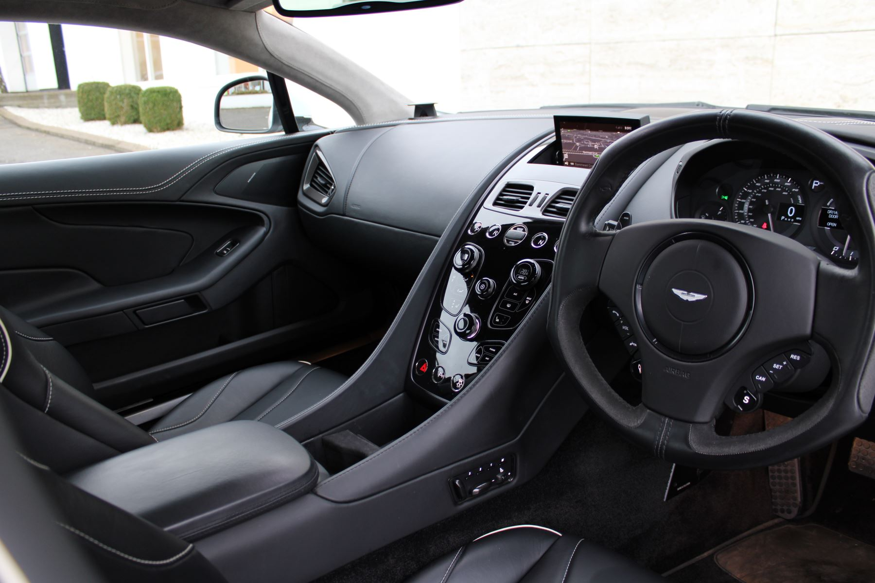 Aston Martin Vanquish V12 [568] 2+2 2dr Touchtronic image 17