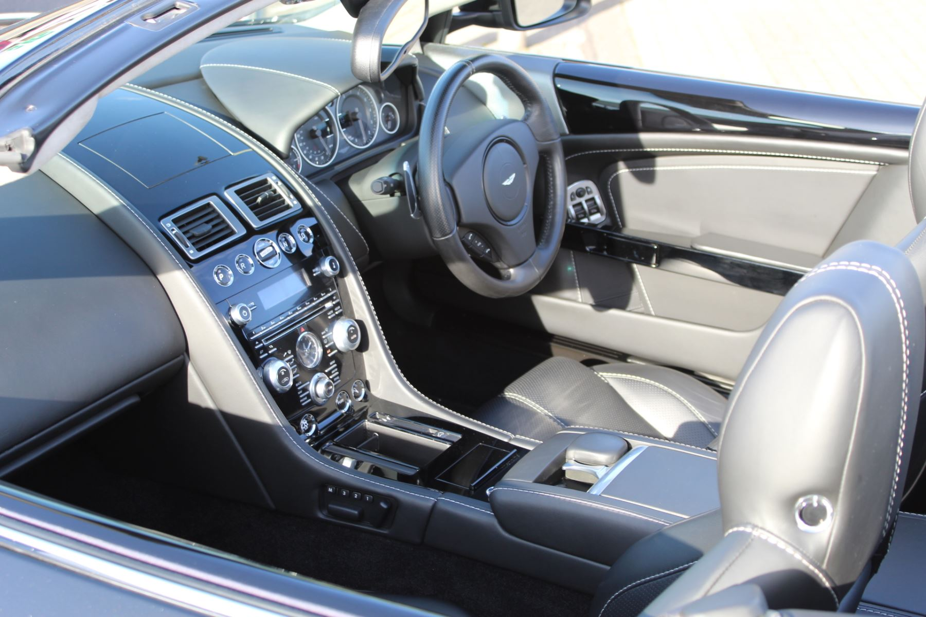 Aston Martin DB9 V12 2dr Volante Touchtronic [470] image 12
