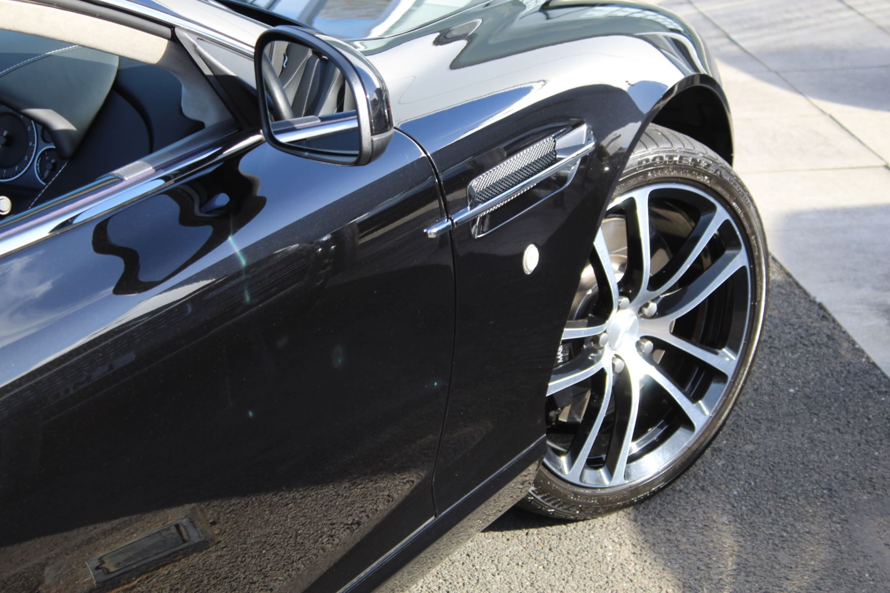 Aston Martin DB9 V12 2dr Volante Touchtronic [470] image 27