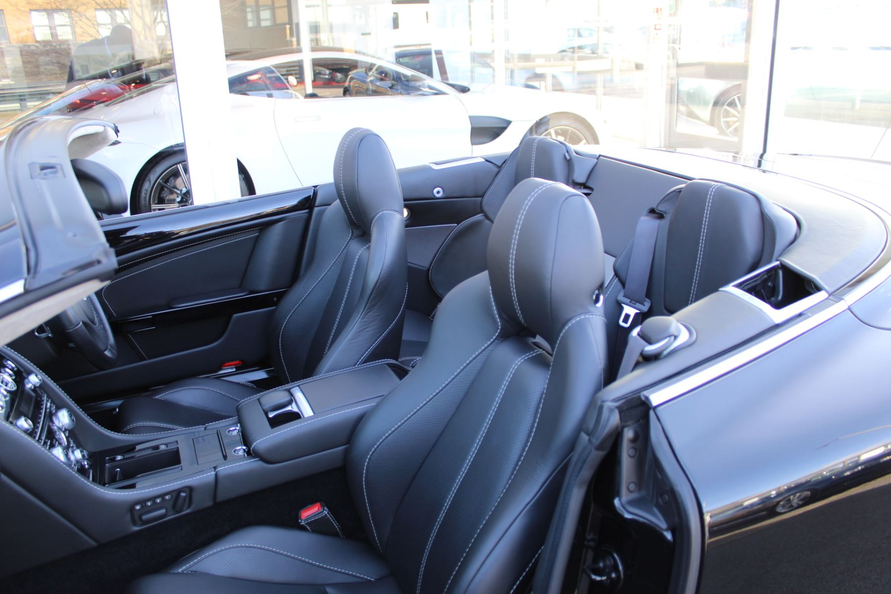 Aston Martin DB9 V12 2dr Volante Touchtronic [470] image 11
