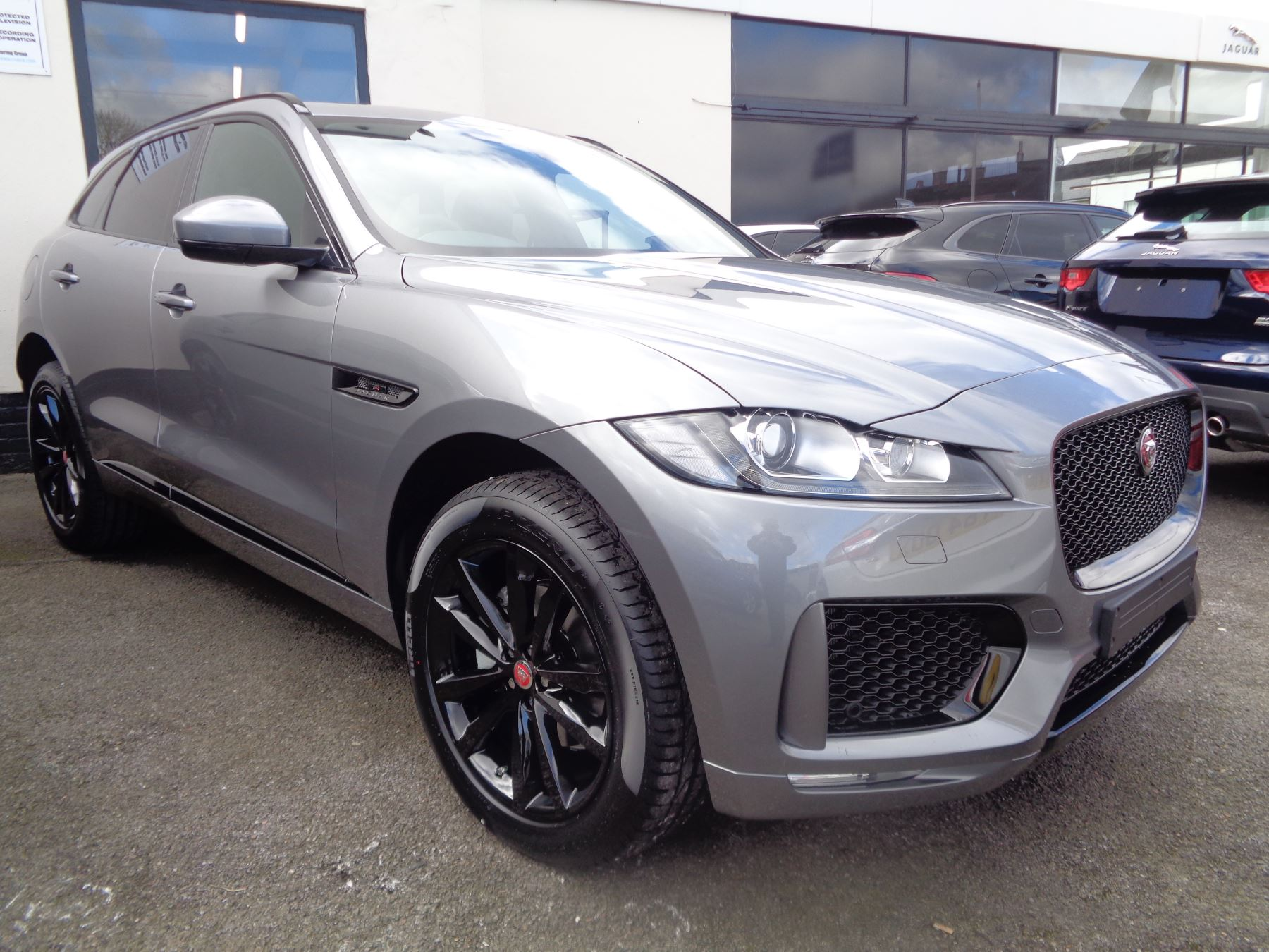 Jaguar F-PACE 2.0 250 Chequered Flag AWD SPECIAL EDITIONS SAVE 3000! Automatic 5 door Estate (2020)