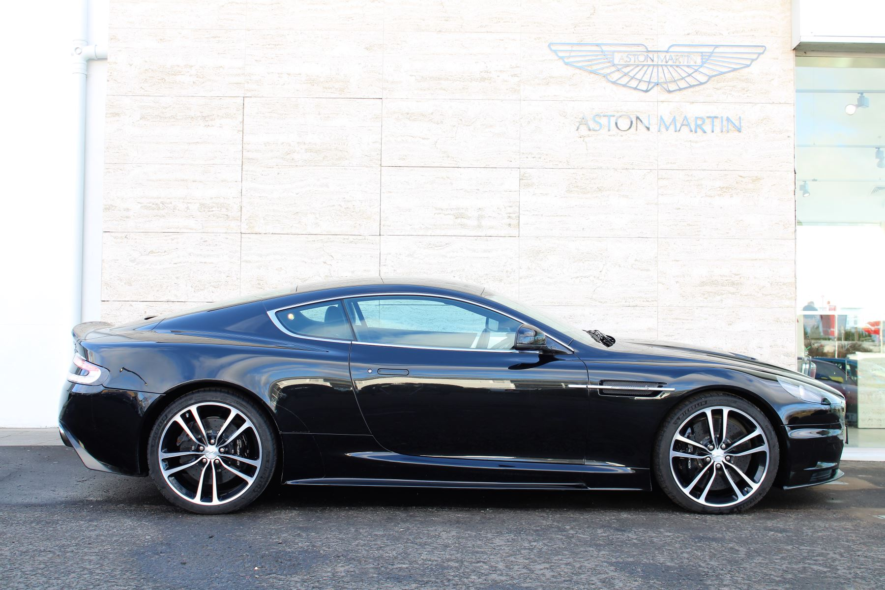 Aston Martin DBS V12 CARBON EDITION 2dr Touchtronic image 5