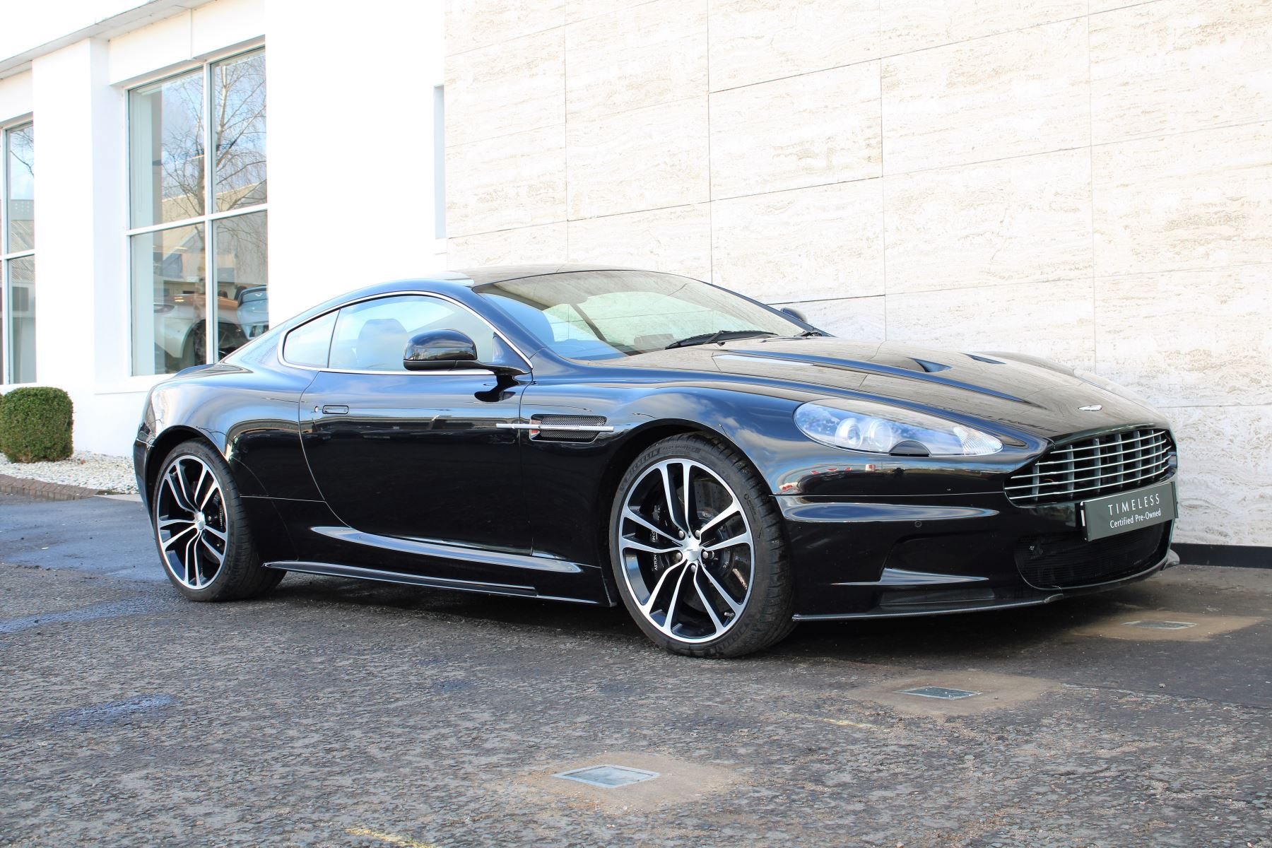 Aston Martin DBS V12 CARBON EDITION 2dr Touchtronic image 6