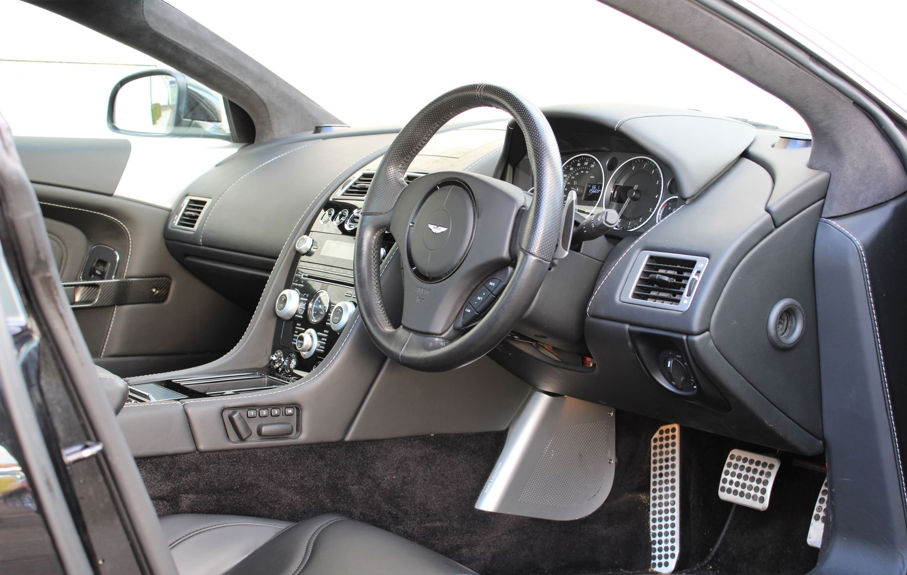 Aston Martin DBS V12 CARBON EDITION 2dr Touchtronic image 11