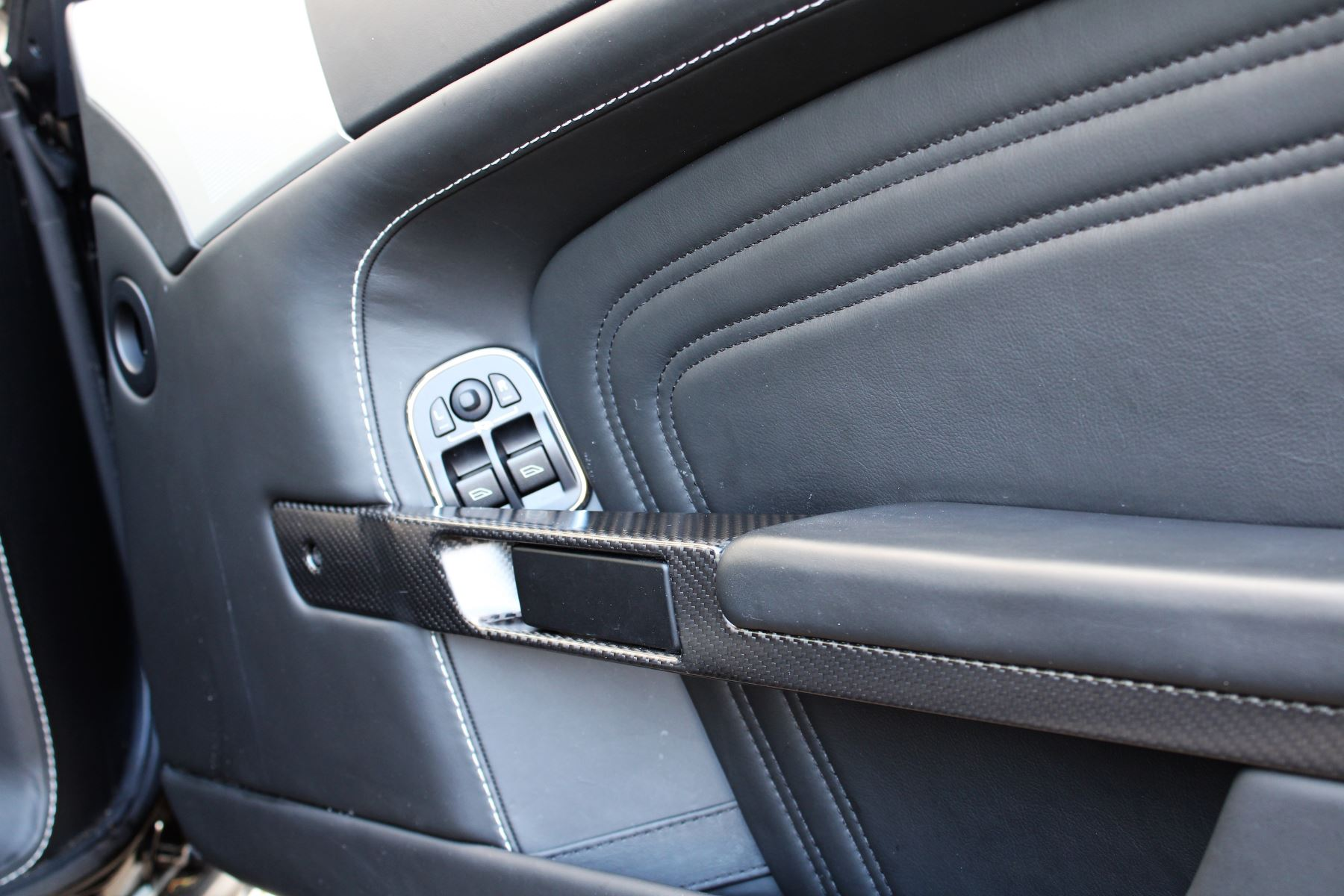 Aston Martin DBS V12 CARBON EDITION 2dr Touchtronic image 12