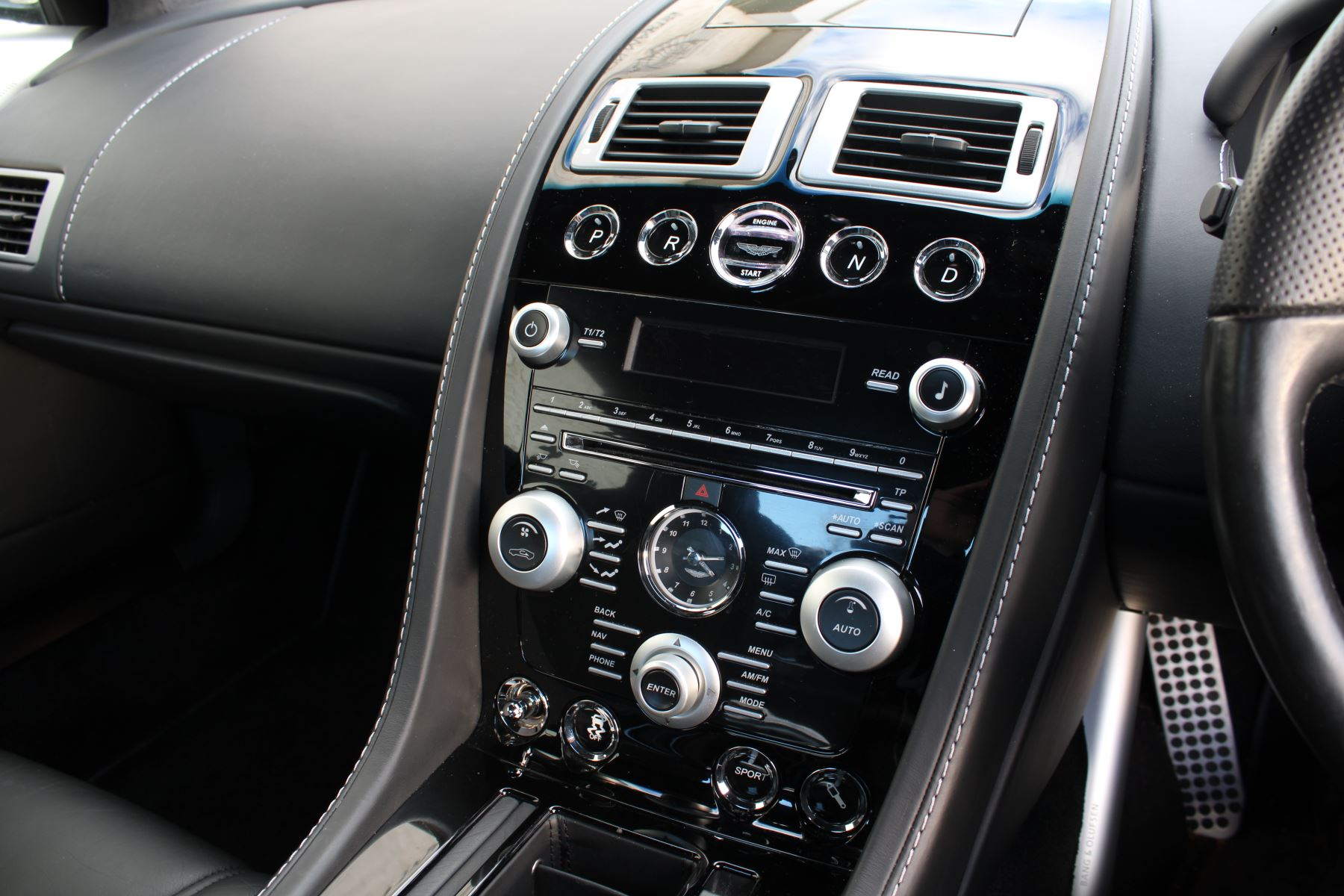 Aston Martin DBS V12 CARBON EDITION 2dr Touchtronic image 16