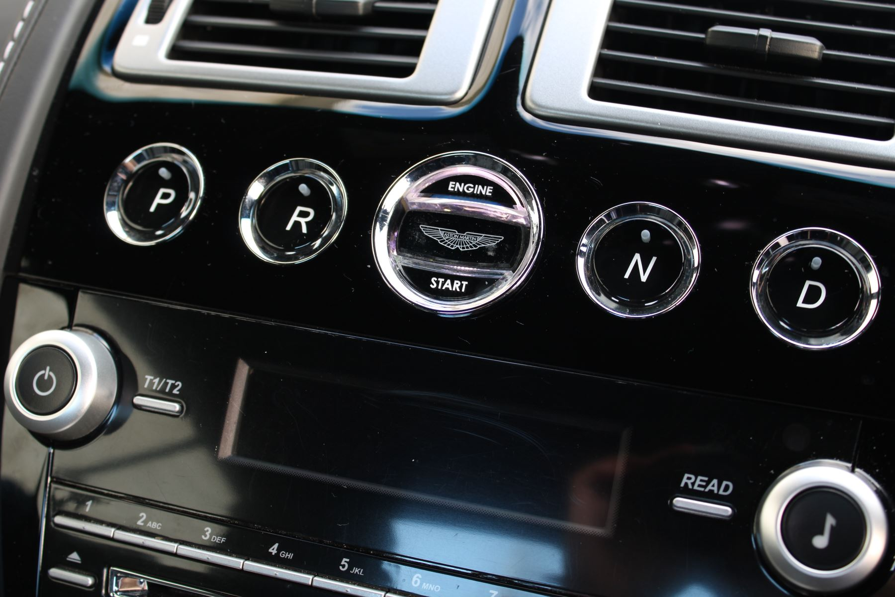 Aston Martin DBS V12 CARBON EDITION 2dr Touchtronic image 17