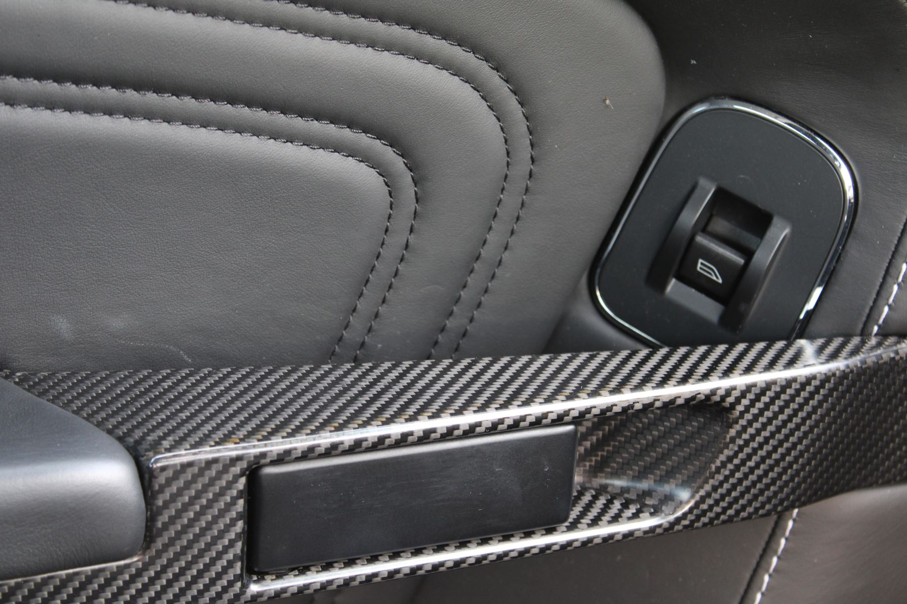 Aston Martin DBS V12 CARBON EDITION 2dr Touchtronic image 18