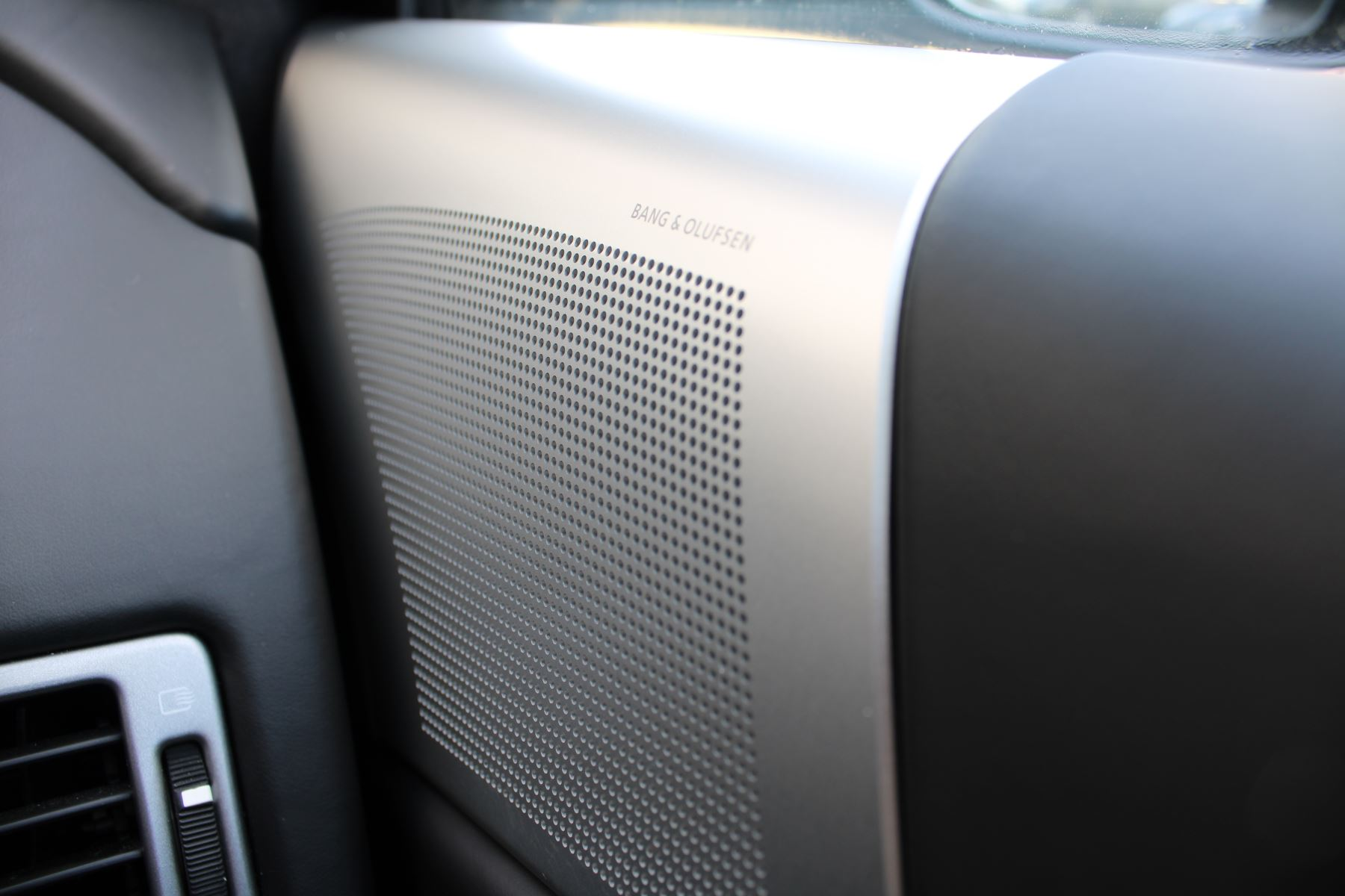 Aston Martin DBS V12 CARBON EDITION 2dr Touchtronic image 23