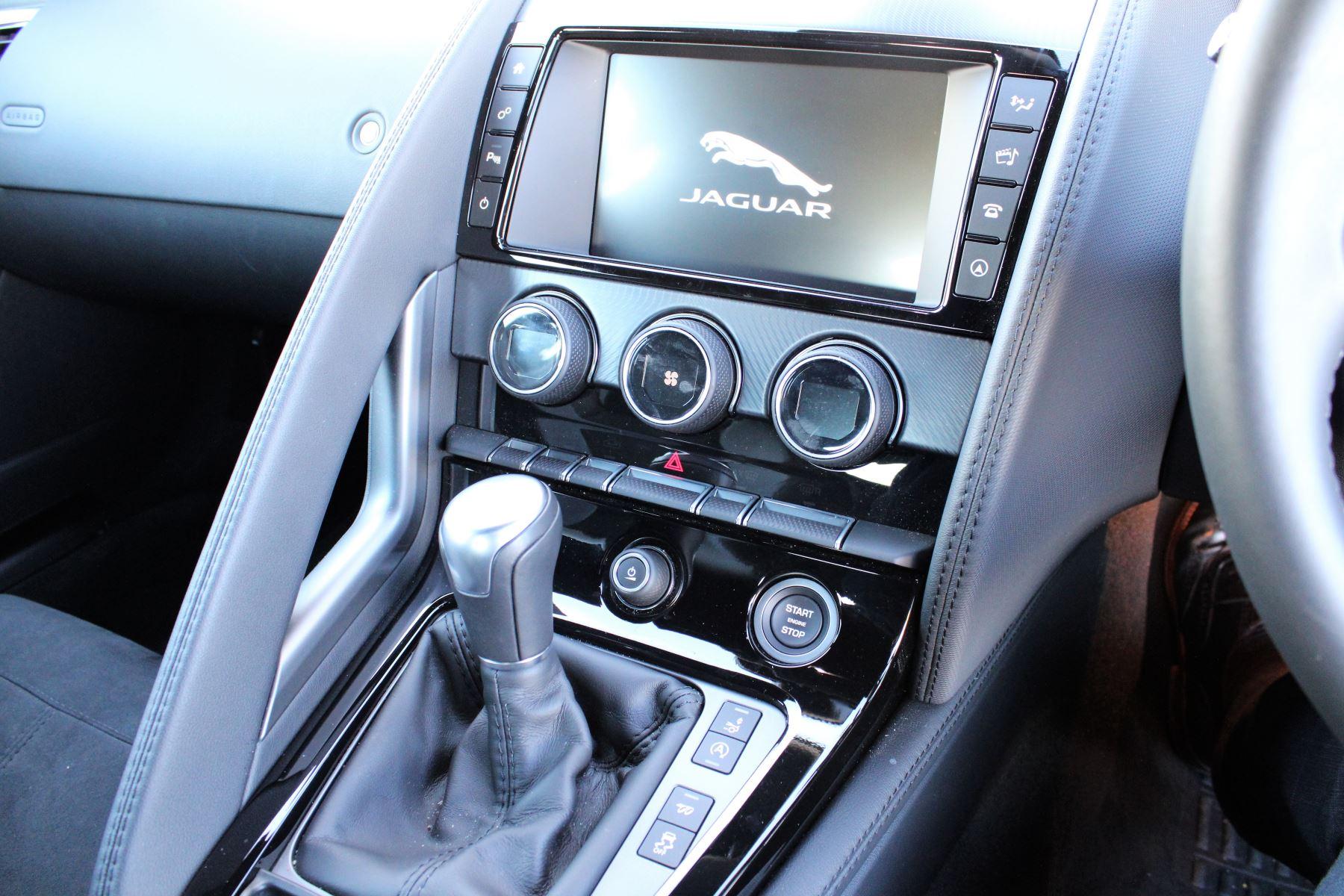 Jaguar F-TYPE 3.0 Supercharged V6 R-Dynamic 2dr image 20