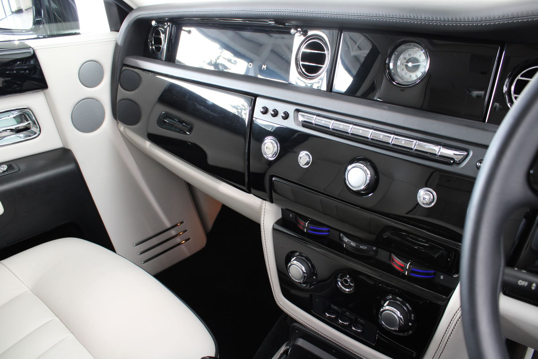 Rolls-Royce Phantom II 4dr Auto image 21