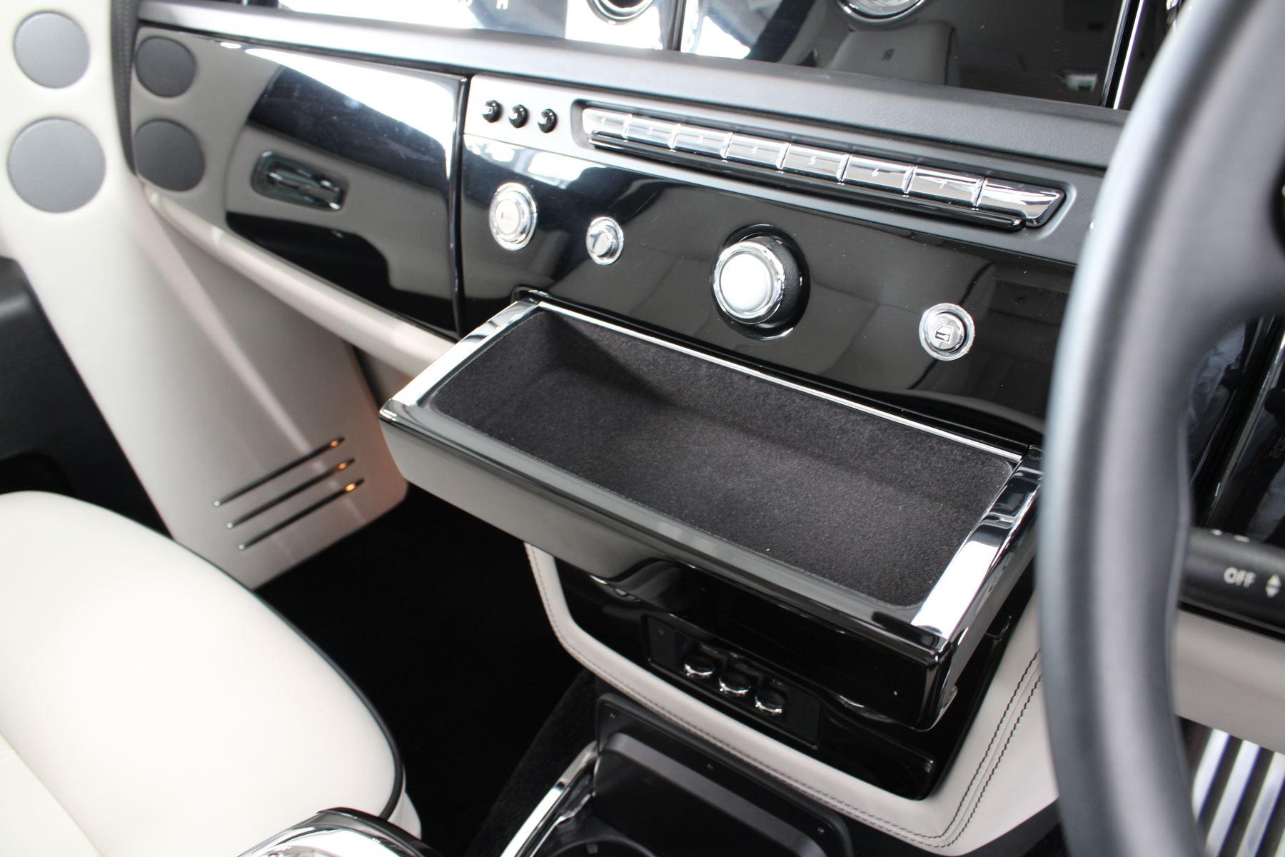 Rolls-Royce Phantom II 4dr Auto image 25